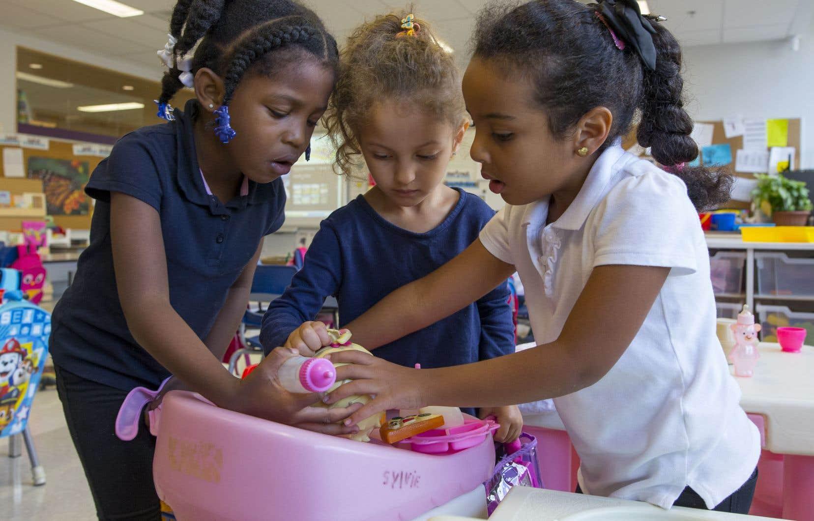 Les classes de maternelle 4ans visent notamment à faire en sorte que l'enfant «croit en ses capacités et découvre le plaisir d'apprendre», selon le site Internet du ministère de l'Éducation.