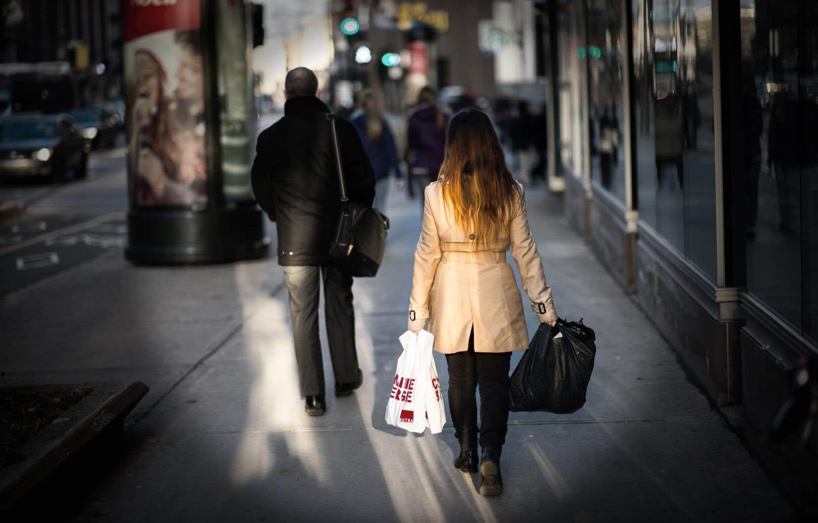 Pour 13% des répondants au sondage, leur revenu est tout simplement trop bas et ils s'enfoncent dans l'endettement.