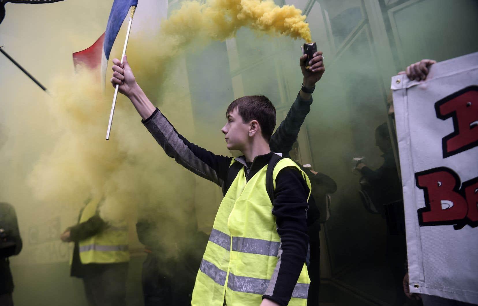 Une «autodéfense de la société» est visible partout dans le monde, comme à Hong Kong,en Haïti, avec les gilets jaunes en France ou encore le printemps arabe.