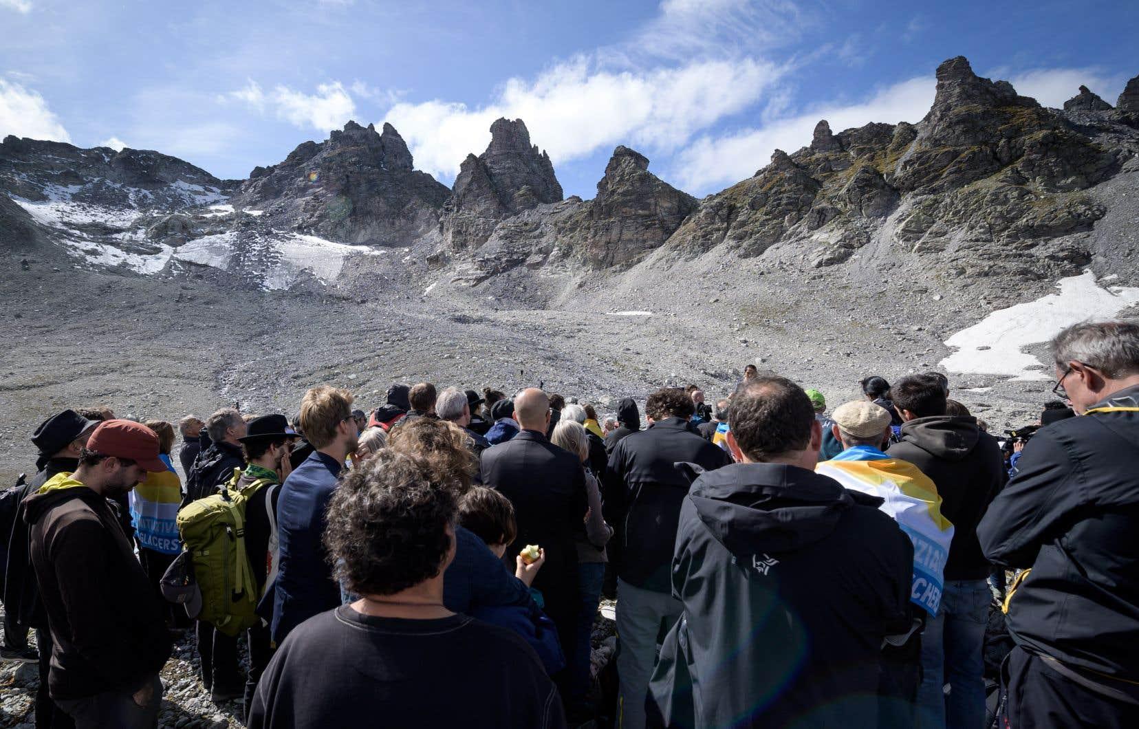 """«Nous sommes là pour dire """"Au revoir""""» au Pizol, a déclaré à la foule Matthias Huss, glaciologue à l'École polytechnique fédérale de Zurich."""