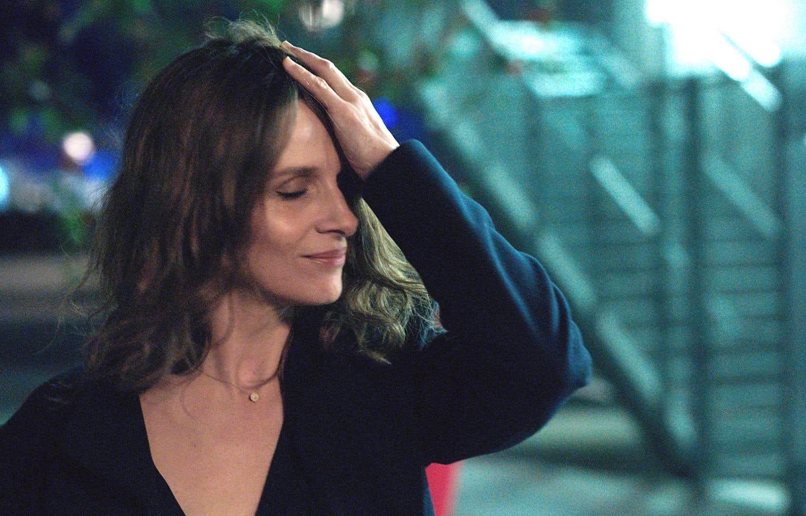 C'est à Juliette Binoche, actrice capable de dissiper d'un rôle à l'autre son aura de star immense, que le cinéaste a demandé d'incarner Claire (et Clara).