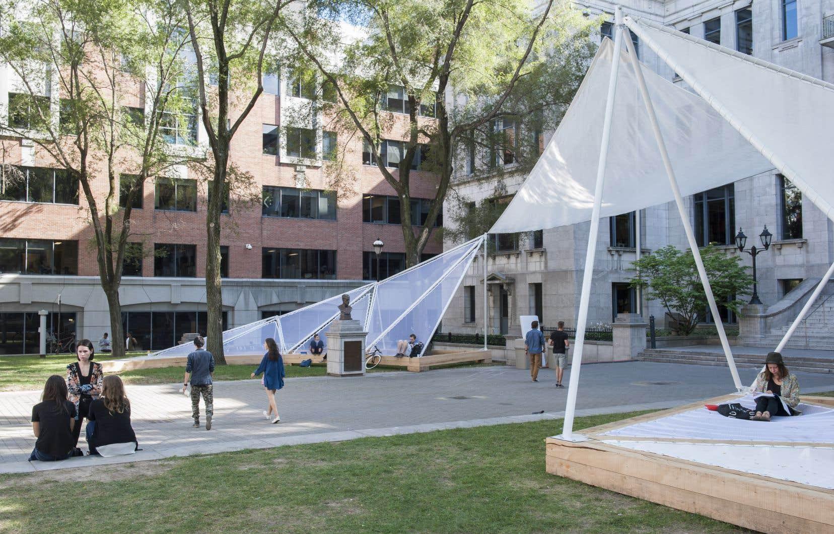 L'installation «Haute saison», sur la place Pasteur de l'UQAM, en 2014