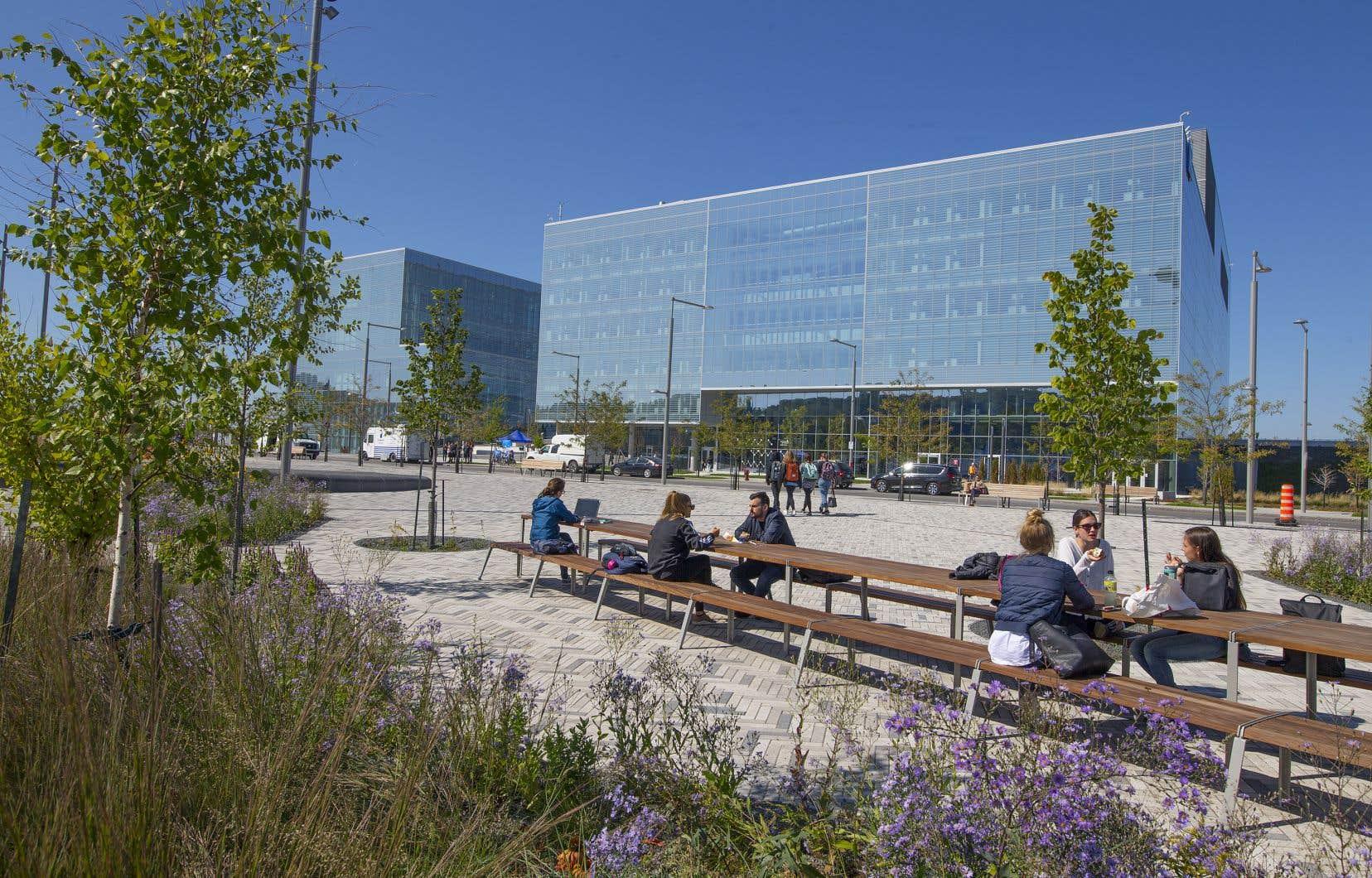Le nouveau campus se distingue par son importante contribution au développement environnemental et économique de la ville de Montréal.