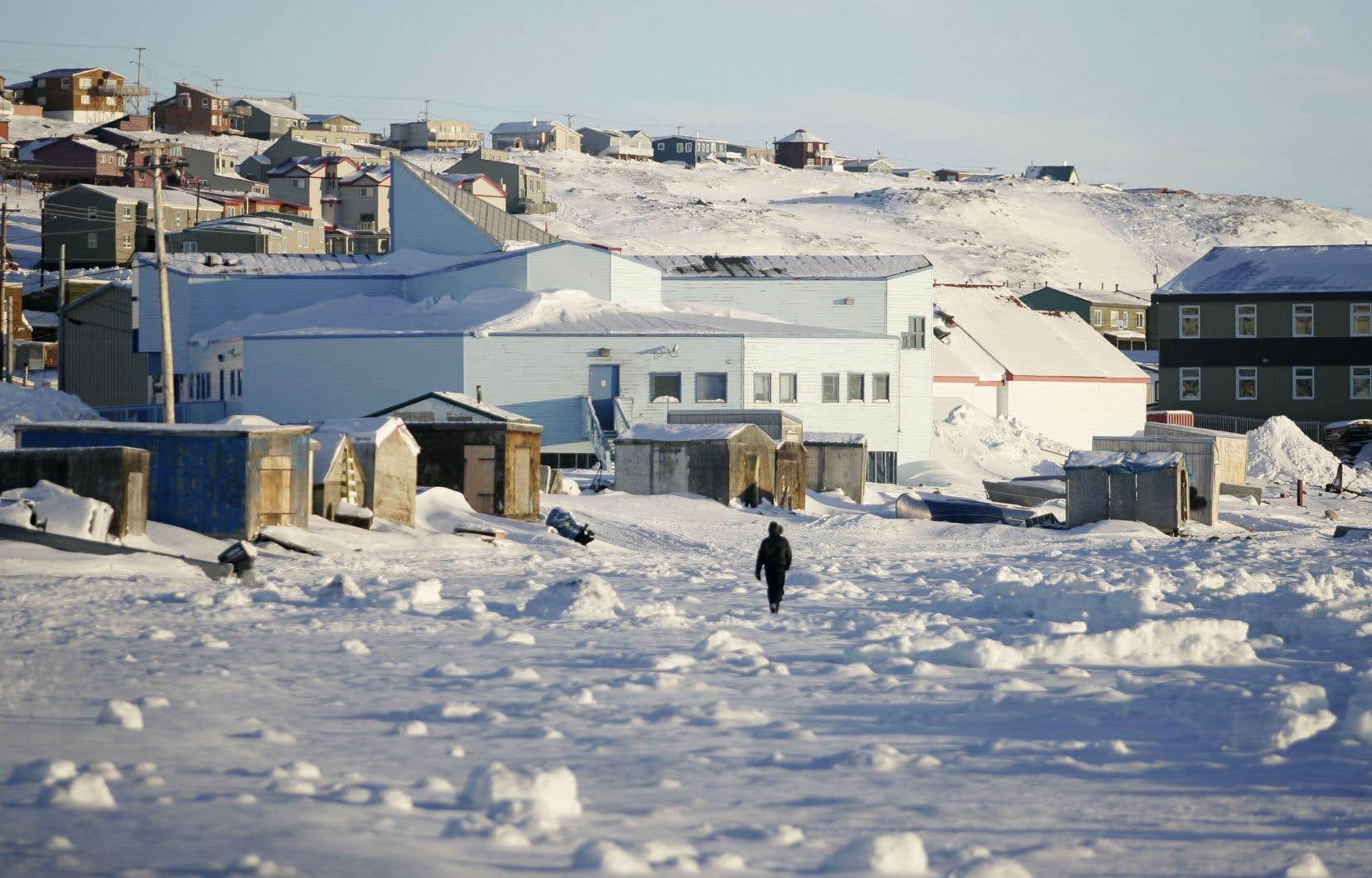 «Malgré des investissements substantiels dans le Nord canadien, la connectivité au Nunavut n'a été que marginalement améliorée», affirment les auteurs.