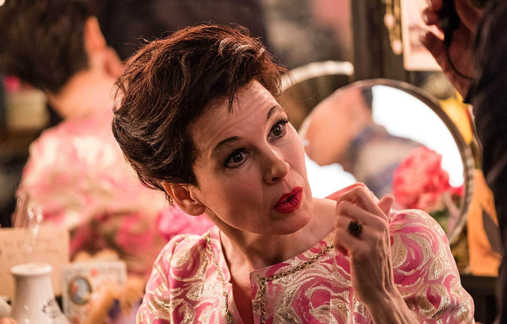 Les blessures psychiques et physiques du personnage, Renée Zellweger les porte dans son regard, dans sa posture, dans sa voix. Et quelle voix!