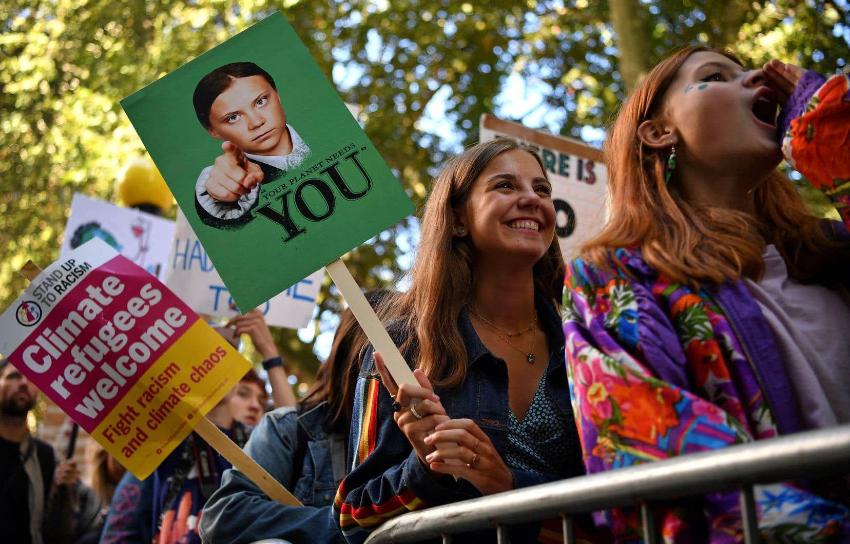 Des manifestants, pancartes à la main, lors de la marche pour le climat qui s'est tenue à Londres le 20 septembre dernier.