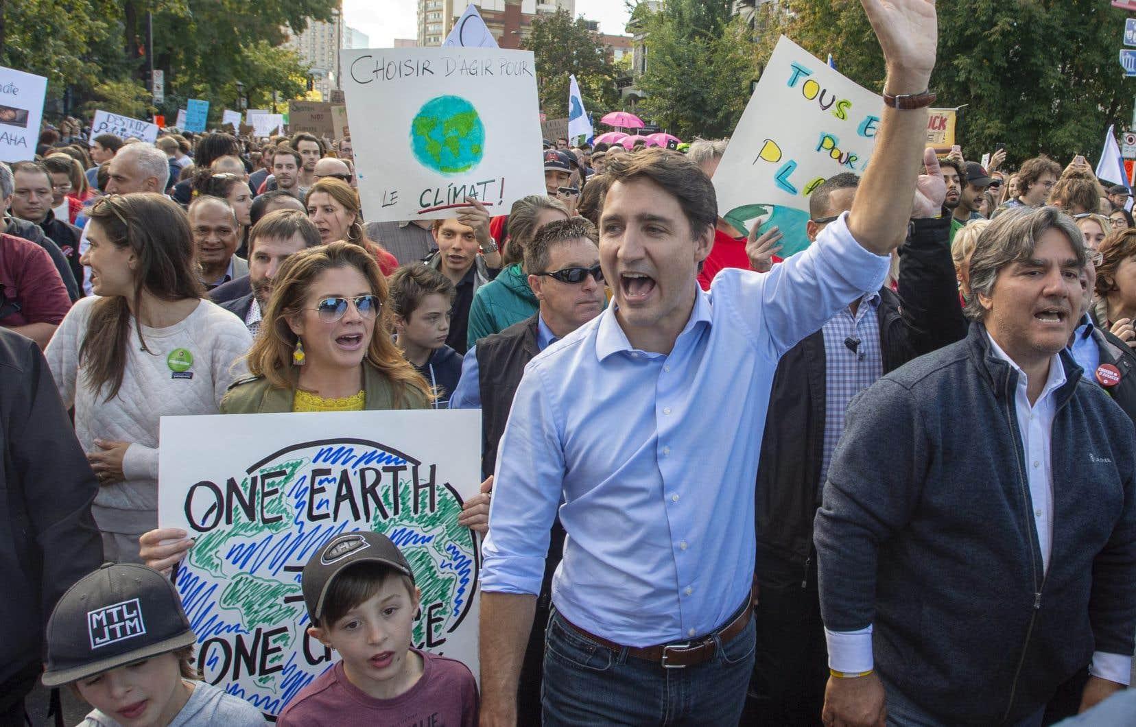 Justin Trudeau et sa famille étaient de la marche pour le climat à Montréal vendredi, tout comme les chefs bloquiste, Yves-François Blanchet et vert, Elizabeth May.
