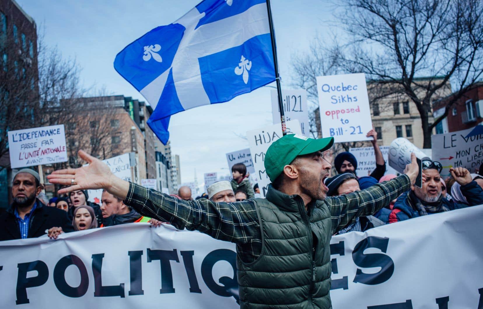 Les contestations en cour et en public de la loi sur la laïcité de l'État se multiplient depuis le printemps.