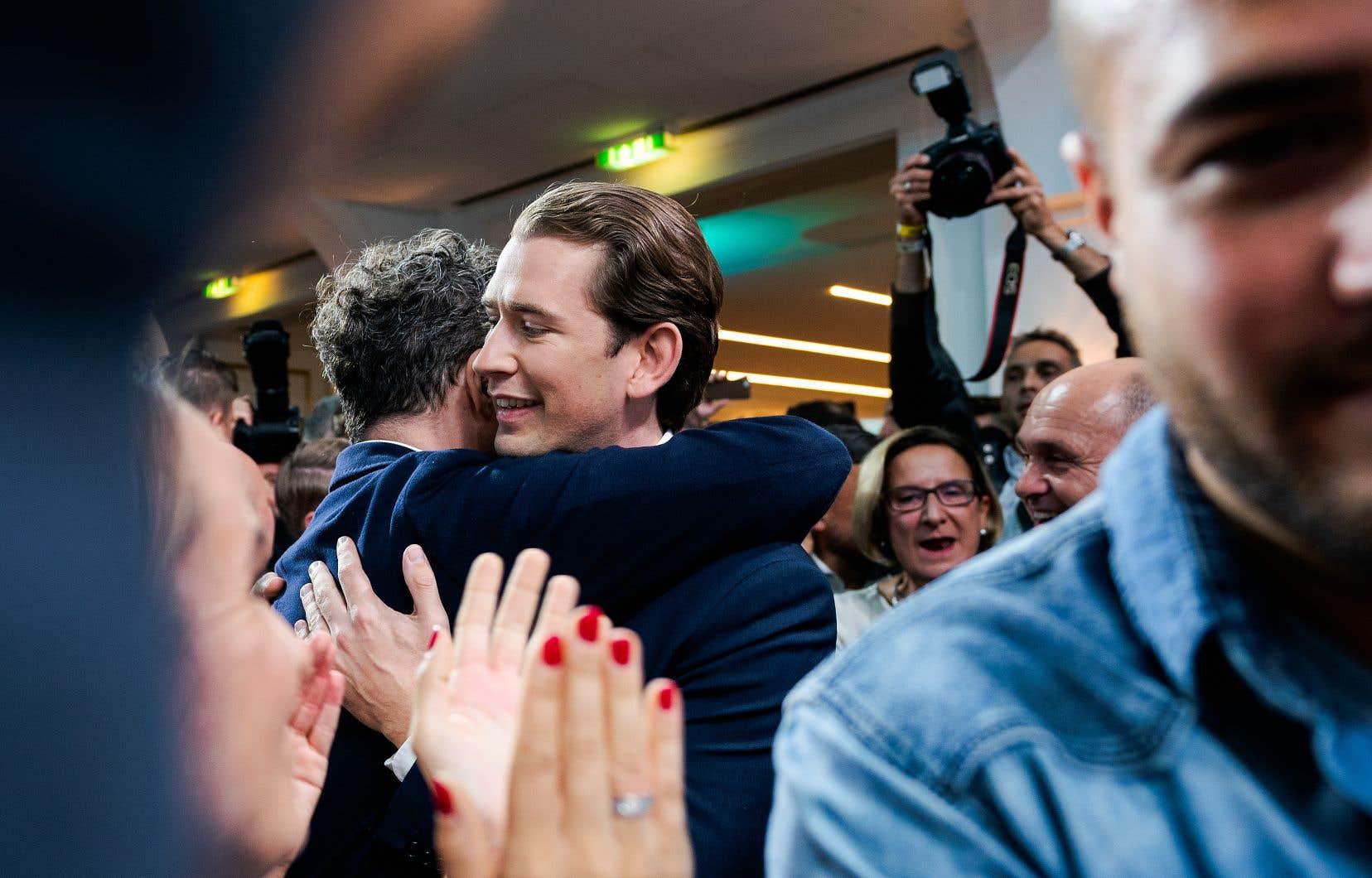 Quatre mois après avoir été renversé par le scandale de l'«Ibizagate», le chef conservateur autrichien de 33ans Sebastian Kurz est parvenu à améliorer son score de 2017 avec environ 37% des suffrages.
