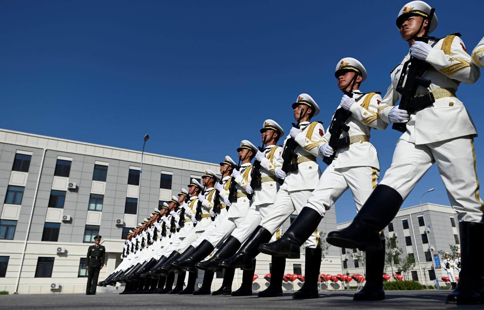 La discipline des soldats marchant au pas de l'oie devrait aussi refléter l'autorité renforcée du Parti communiste chinois (PCC) depuis l'arrivée au pouvoir de Xi Jinping en 2012.