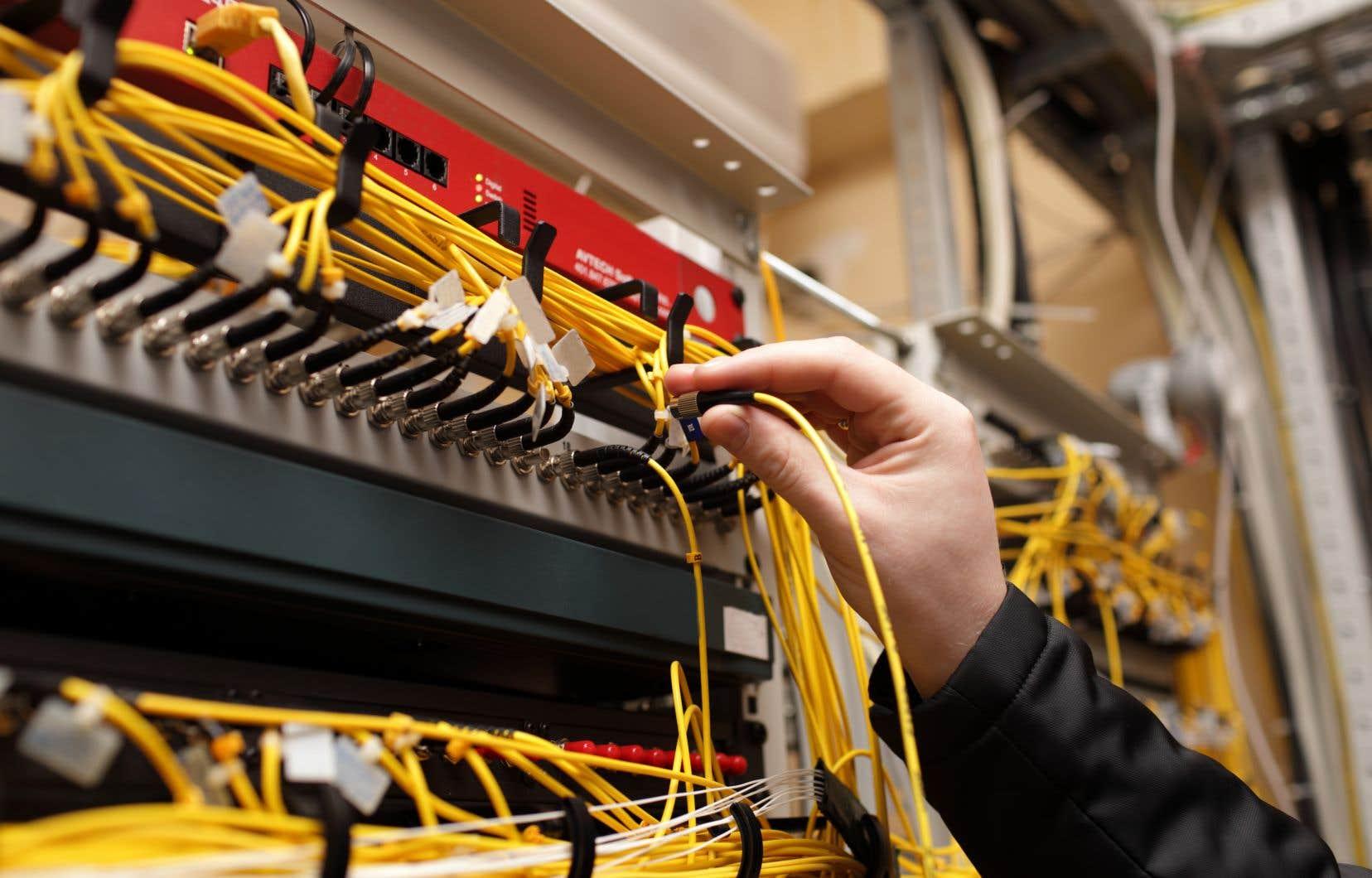 Les compagnies de téléphonie et de câblodistribution ont fait valoir que leConseil de la radiodiffusion et des télécommunications canadiennesavait outrepassé ses pouvoirs et commis des erreurs.