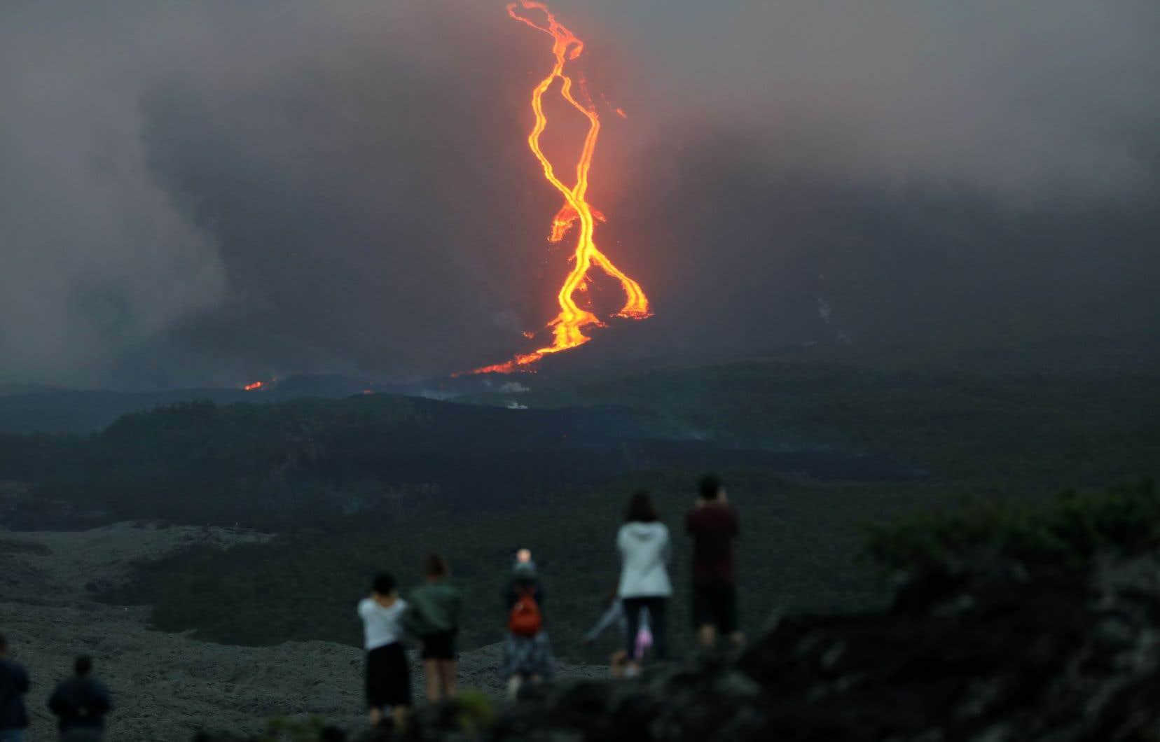 Le Piton de la Fournaise, sur l'île française de la Réunion, en pleine éruption en août dernier