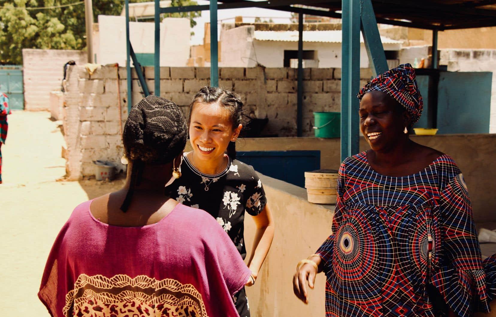 Ariane Villemure (au centre) s'est rendue au Sénégal pour accompagner une coopérative de femmes dans la mise en place d'un système comptable.