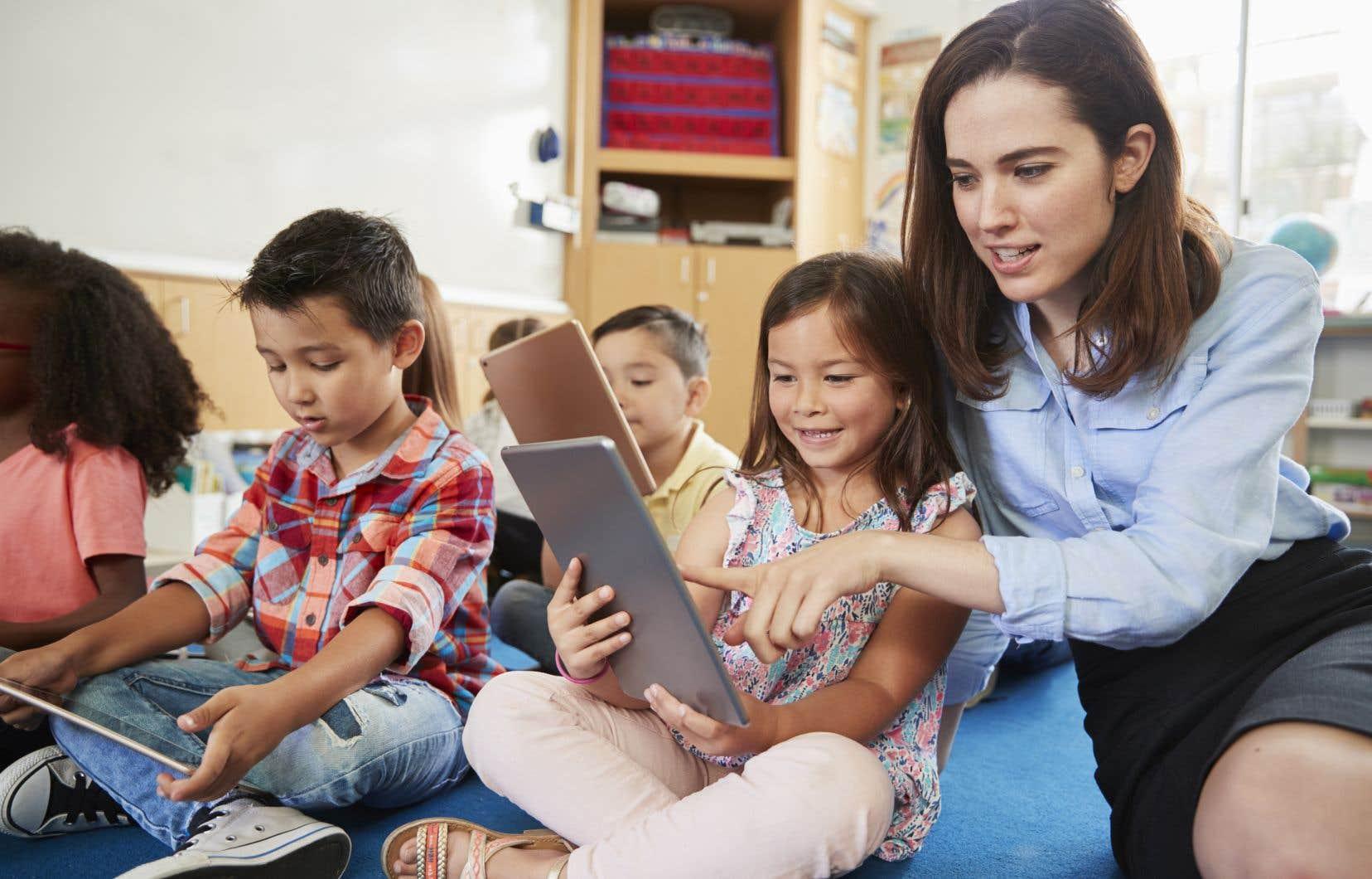 Le Plan d'action numérique invite les enseignants autant que les apprenants à devenir de bons citoyens numériques.