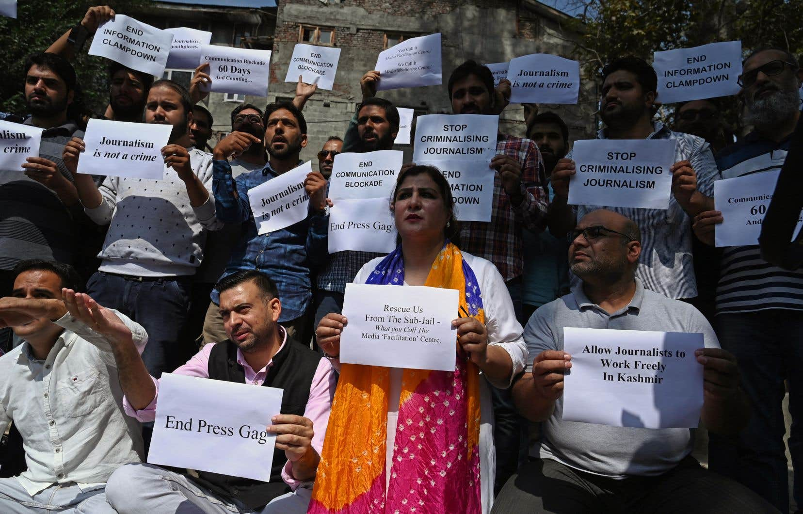 L'accès à Internet est contrôlé, et les reporters locaux sont soumis à des restrictions de déplacements, ont dénoncé les journalistes participant au rassemblement.