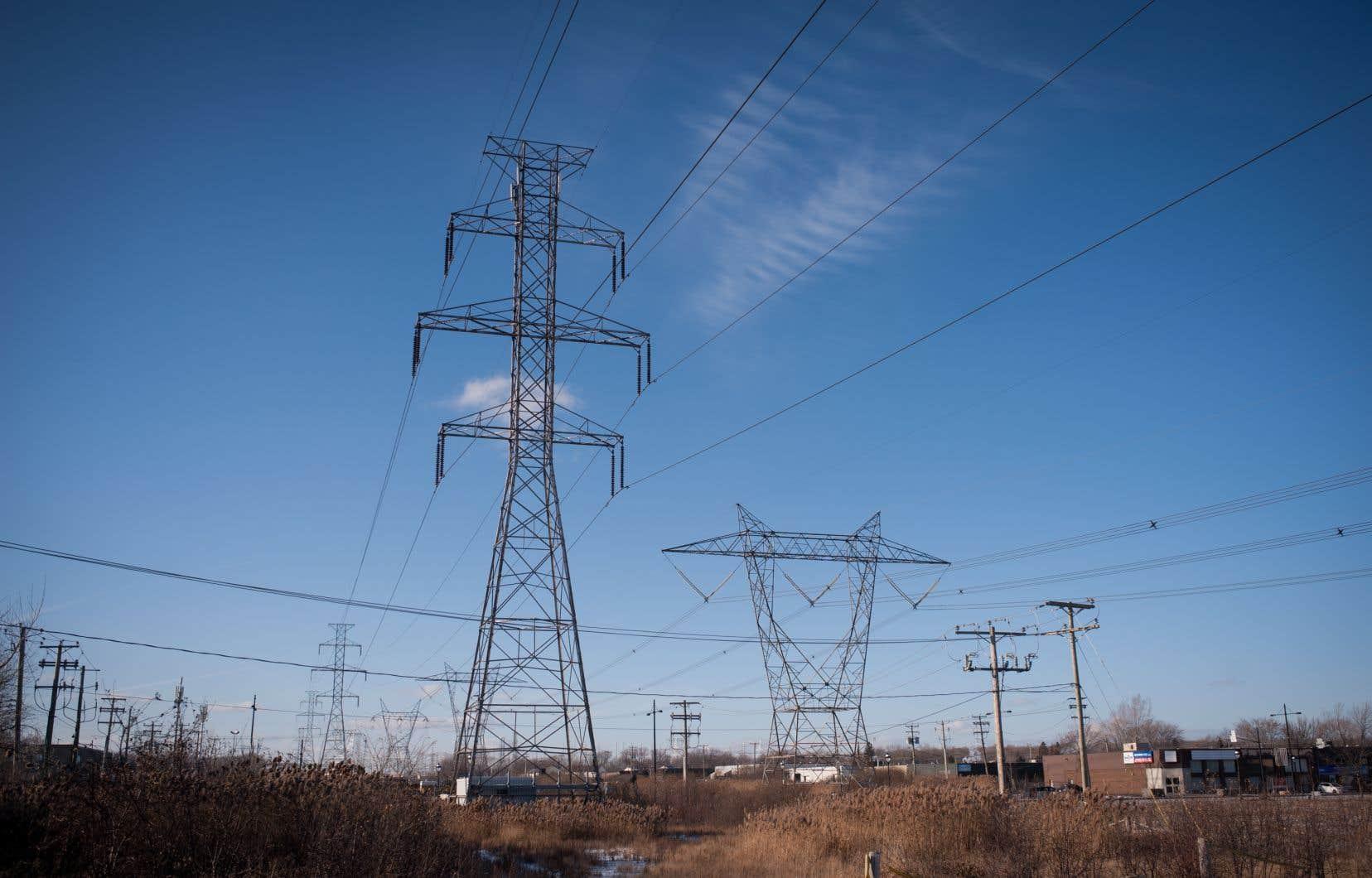 Le projet de loi permettrait de remettre 500millions aux clients d'Hydro dès 2020, mais abolirait le système annuel d'évaluation des tarifs d'électricité par la Régie de l'énergie. Les tarifs seraient plutôt gelés lors de la première année, puis fixés en fonction de l'inflation.