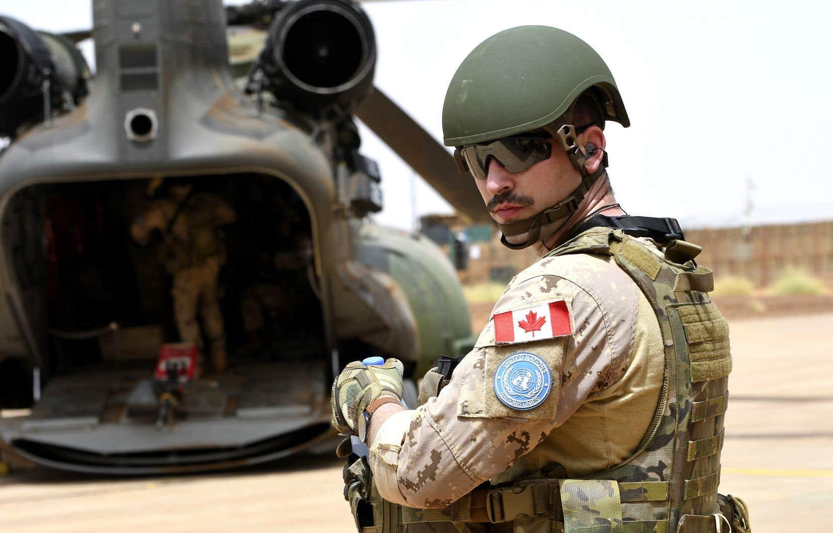 «Le gouvernement fait le choix regrettable d'investir dans l'armée plutôt que dans la solidarité internationale!», croient les auteurs.