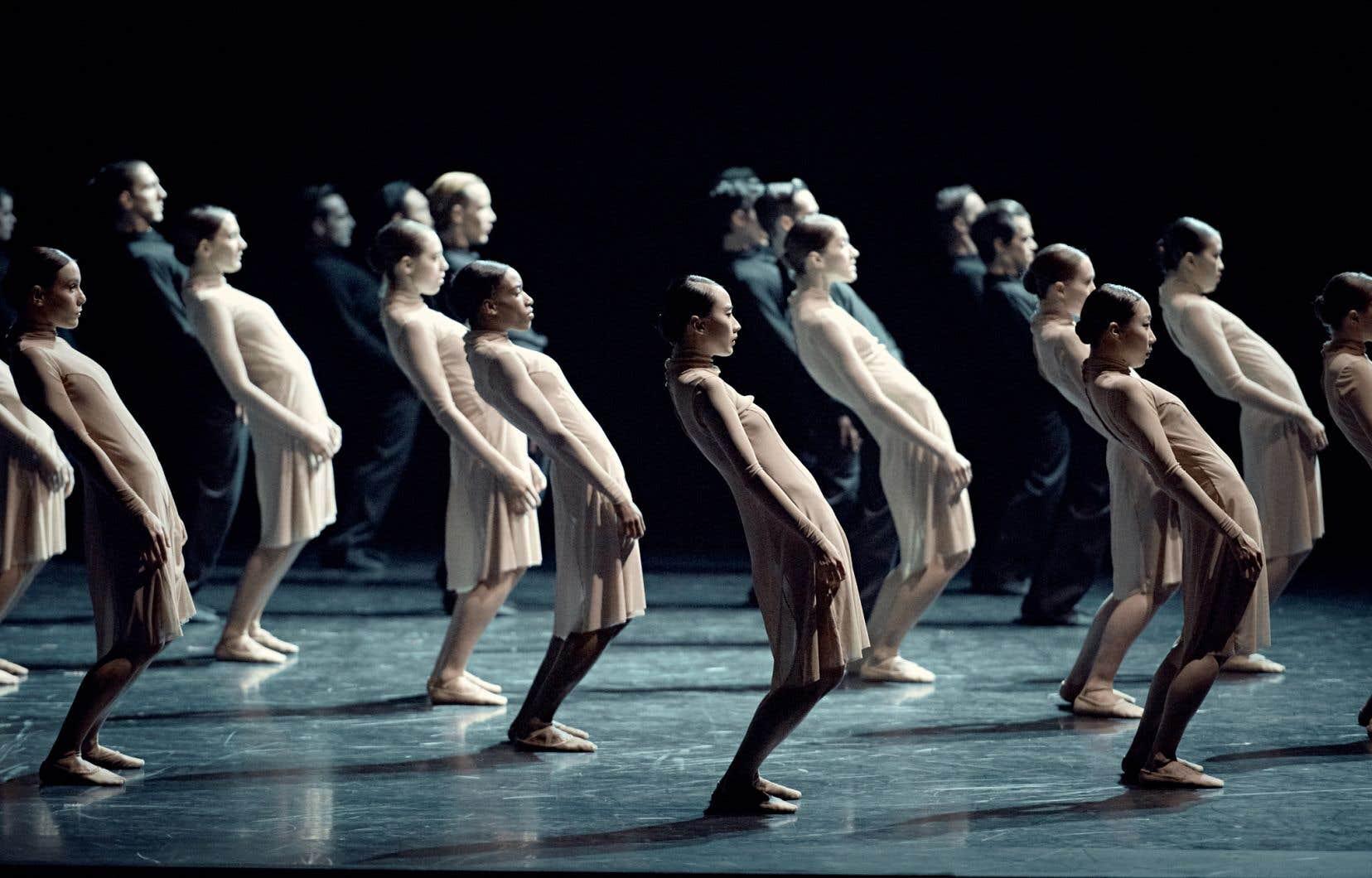 «Stabat Mater» (sur la photo), tout comme «Carmina Burana»,mise sur l'effet spectaculaire produit par un grand nombre de danseurs.