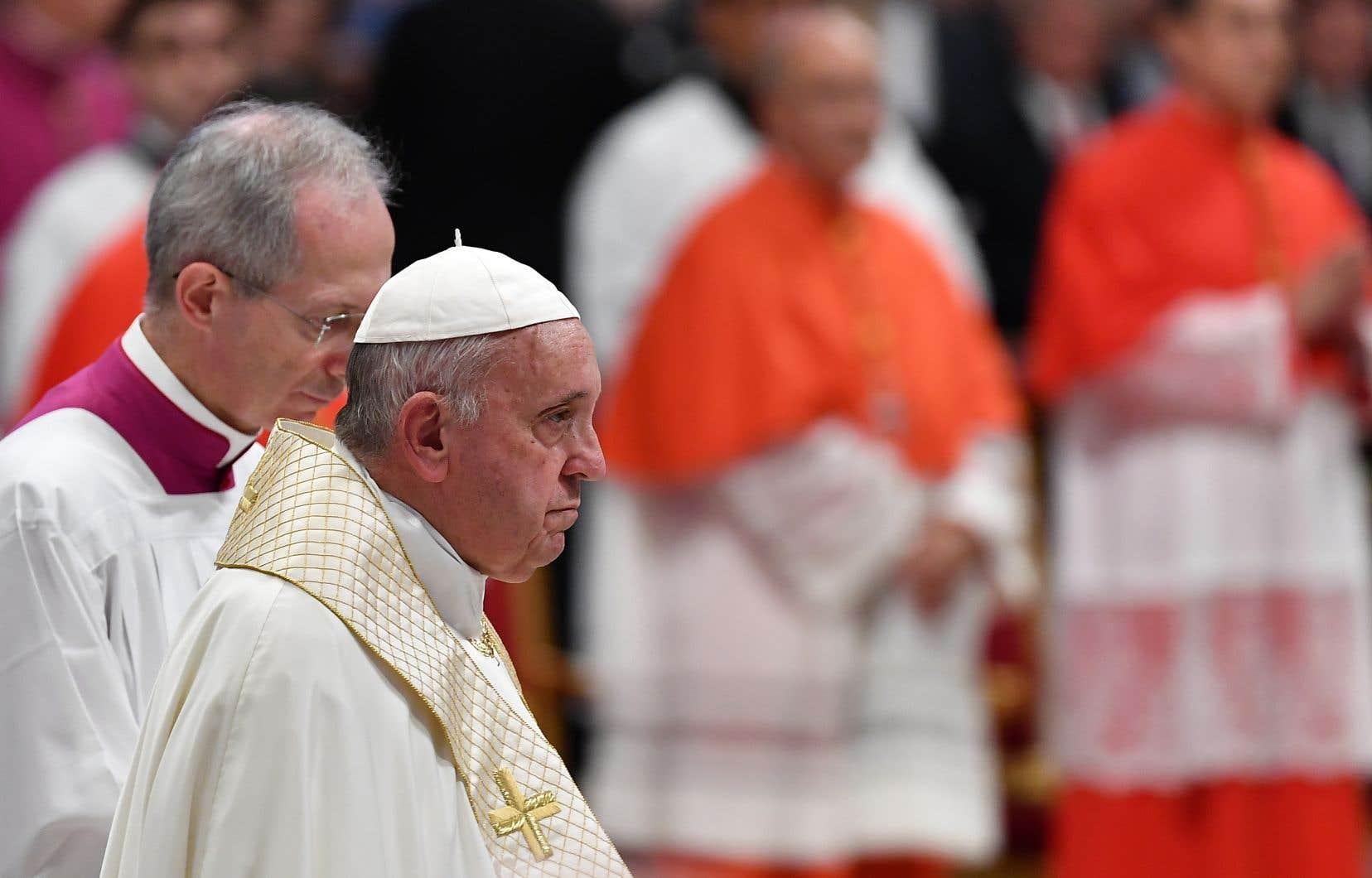 Si les questions socio-économiques et environnementales auront une large place dans les débats, les évêques se pencheront bien évidemment sur des thèmes plus spécifiques à l'Église en manque de prêtres dans cette vaste région isolée qu'est l'Amazonie.