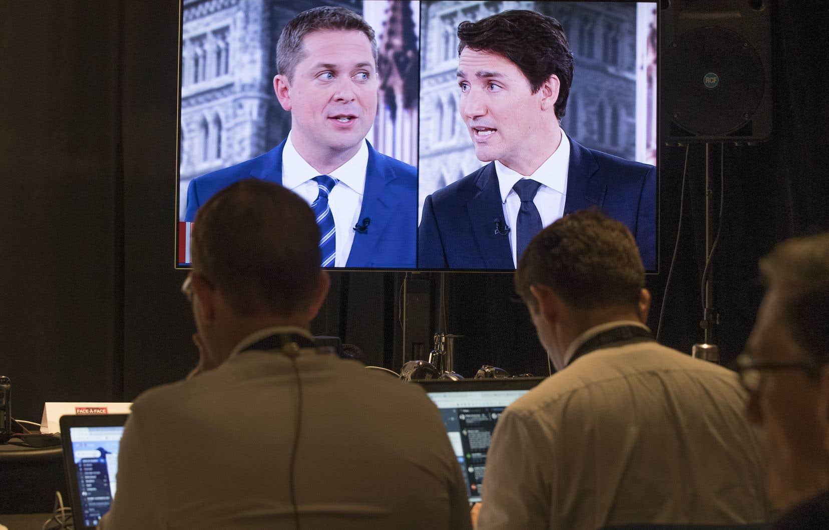 Le chef libéral, Justin Trudeau, ne prendra pas de mesures disciplinaires contre son candidat Jaime Battiste, même s'il juge «inacceptables» ses commentaires. Le chef conservateur, Andrew Scheer, a de son côté rompu les liens avec sa candidate Heather Leung après la mise au jour des convictions homophobes de celle-ci.