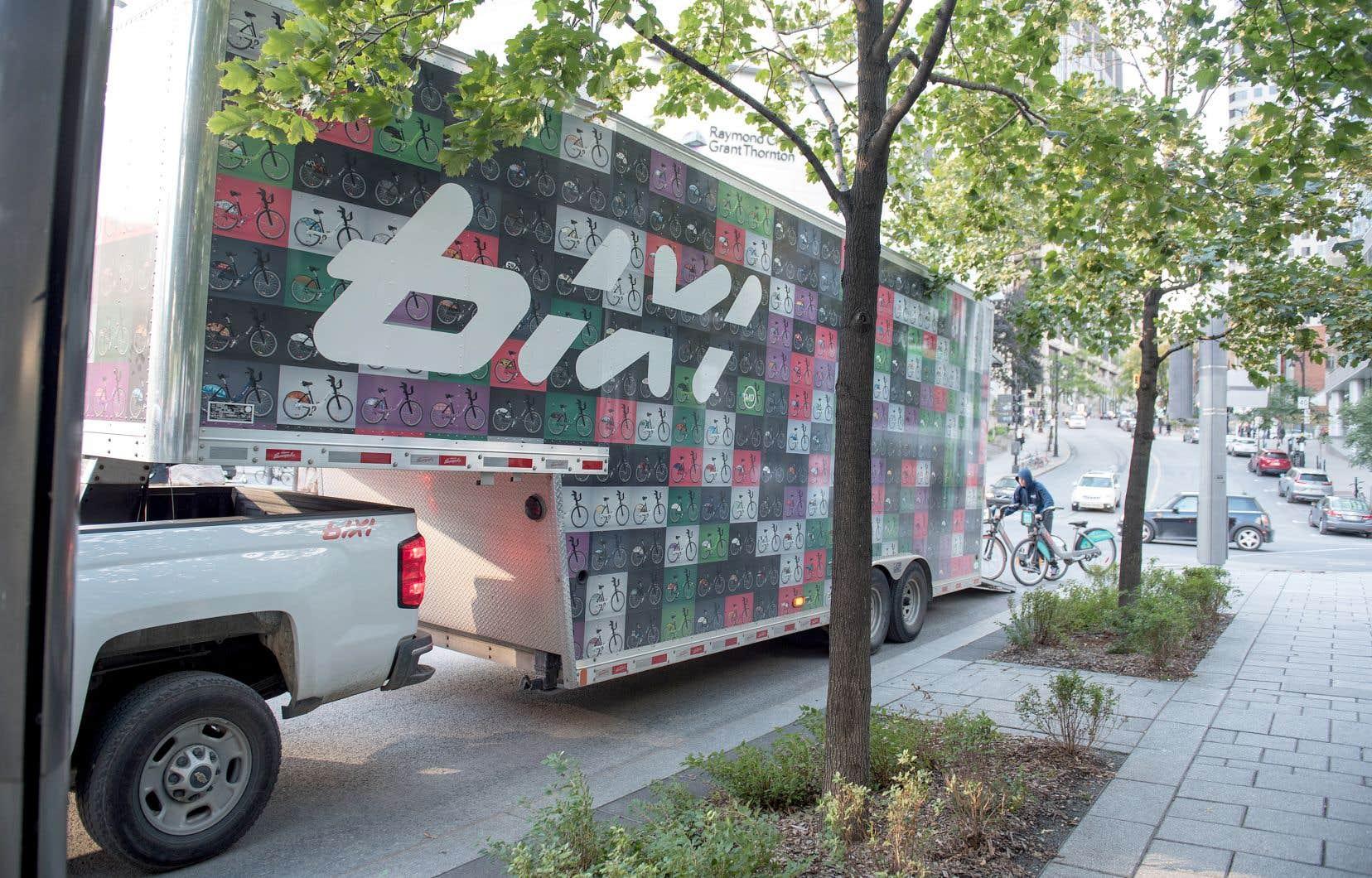 BIXI a doublé la capacité de ses camions de chargement grâce à une judicieuse plateforme, une technologie développée en collaboration avec Précisions Provençal, une entreprise beauceronne.