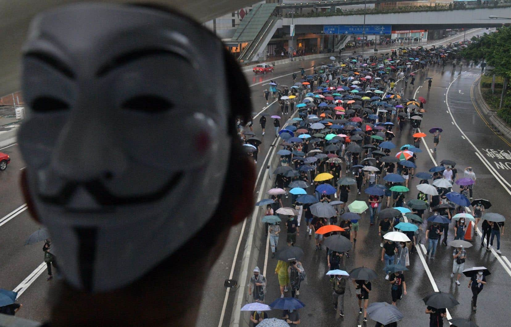 Cette nouvelle menace intervient après trois jours consécutifs de rassemblements éclair, qui ont rassemblé des dizaines de milliers de personnes à travers tout le territoire semi-autonome.