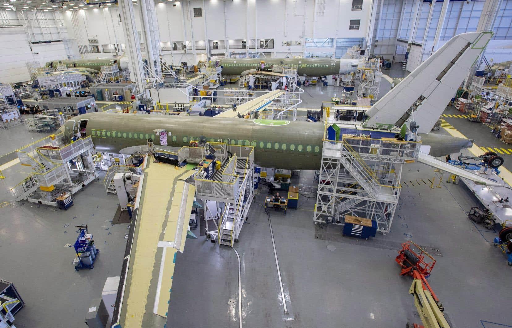 Un Airbus A220 en cours de fabrication à Mirabel, au Québec