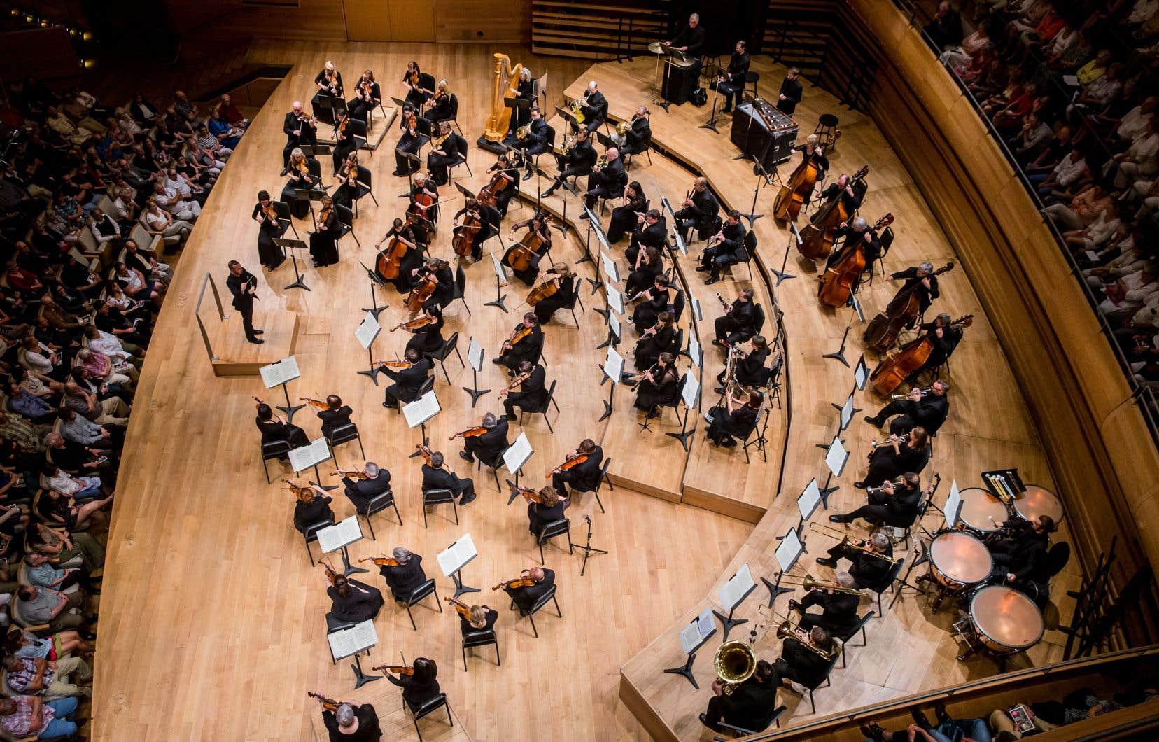 Très longtemps marginalisées, les femmes cheffes d'orchestre prennent aujourd'hui leur revanche.