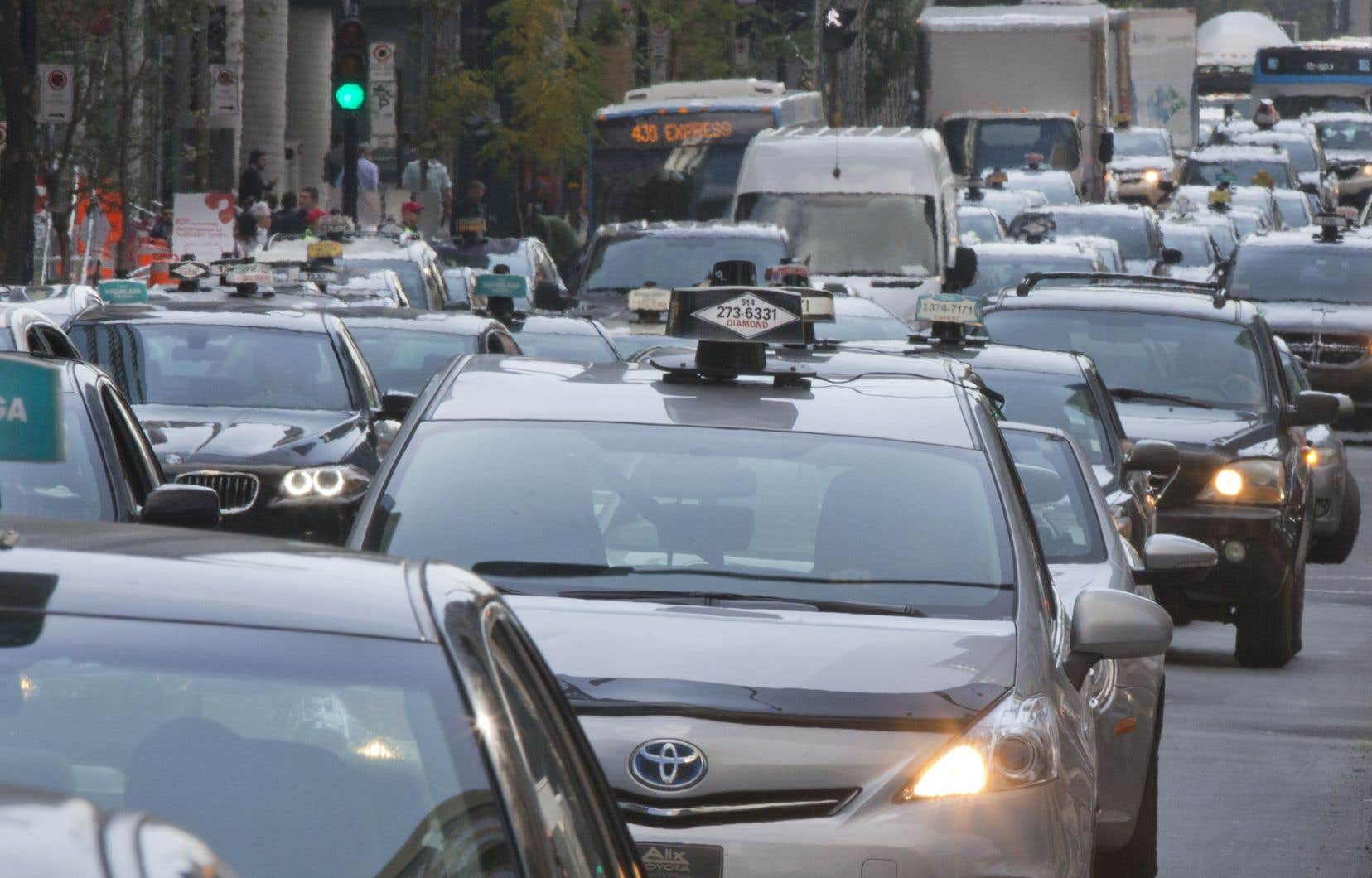 Le projet pilote avec Uber se termine lundi et le gouvernement veut faire adopter son projet de loi sur le taxi avant cette échéance.