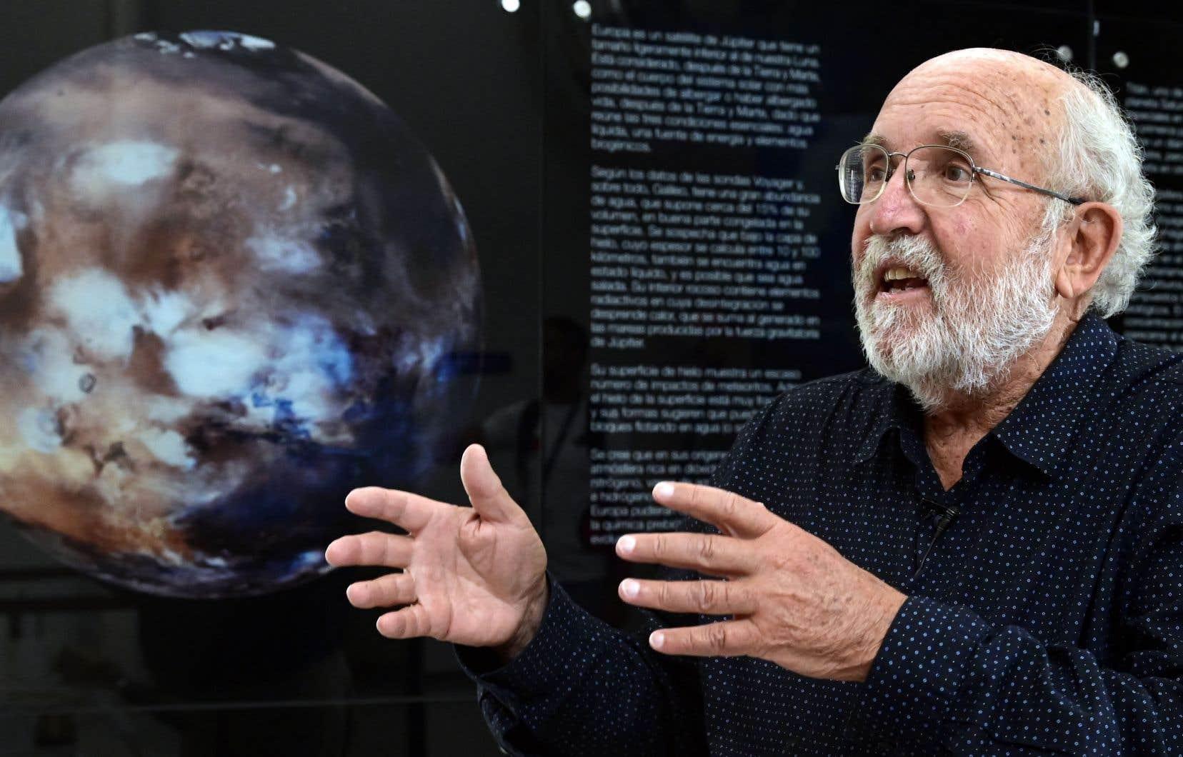 «Même dans un cas très optimiste d'une planète habitable pas trop loin, disons à quelques dizaines d'années-lumière [...], le temps pour aller là-bas est considérable. Ça se chiffre en centaines de millions de jours avec les moyens actuels», indique l'astrophysicien Michel Mayor.