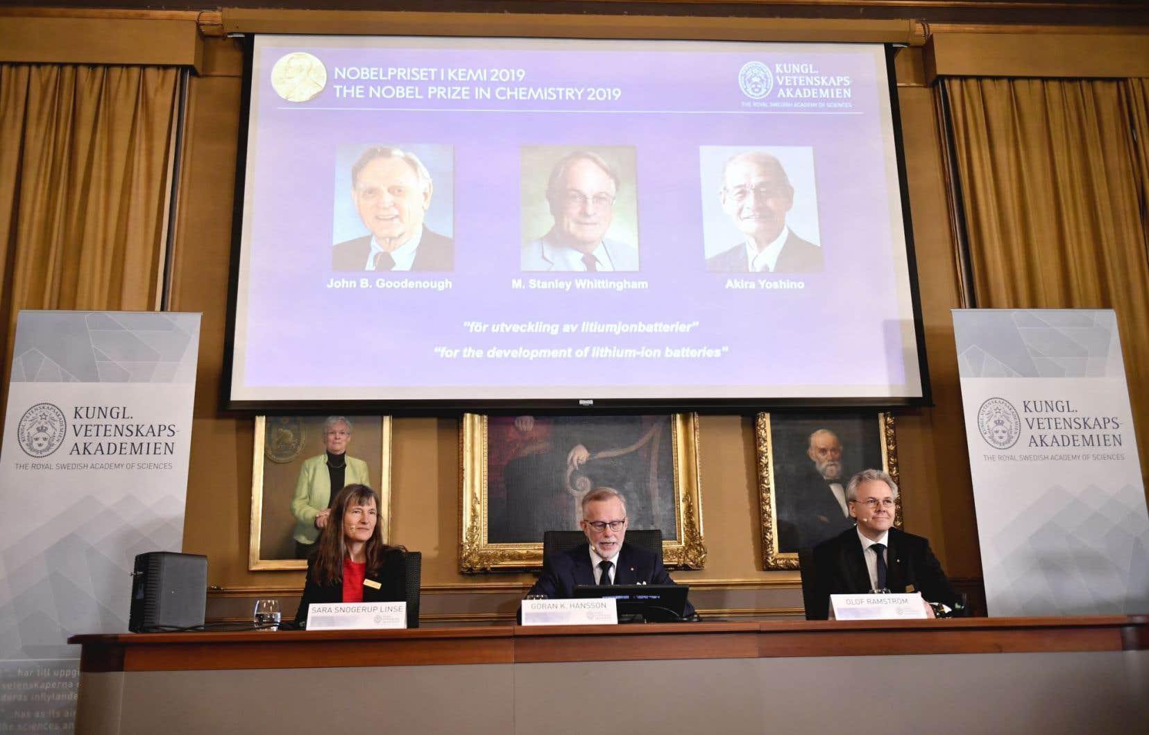 L'Américain John Goodenough, le Britannique Stanley Whittingham et le Japonais Akira Yoshino se partagent la récompense.