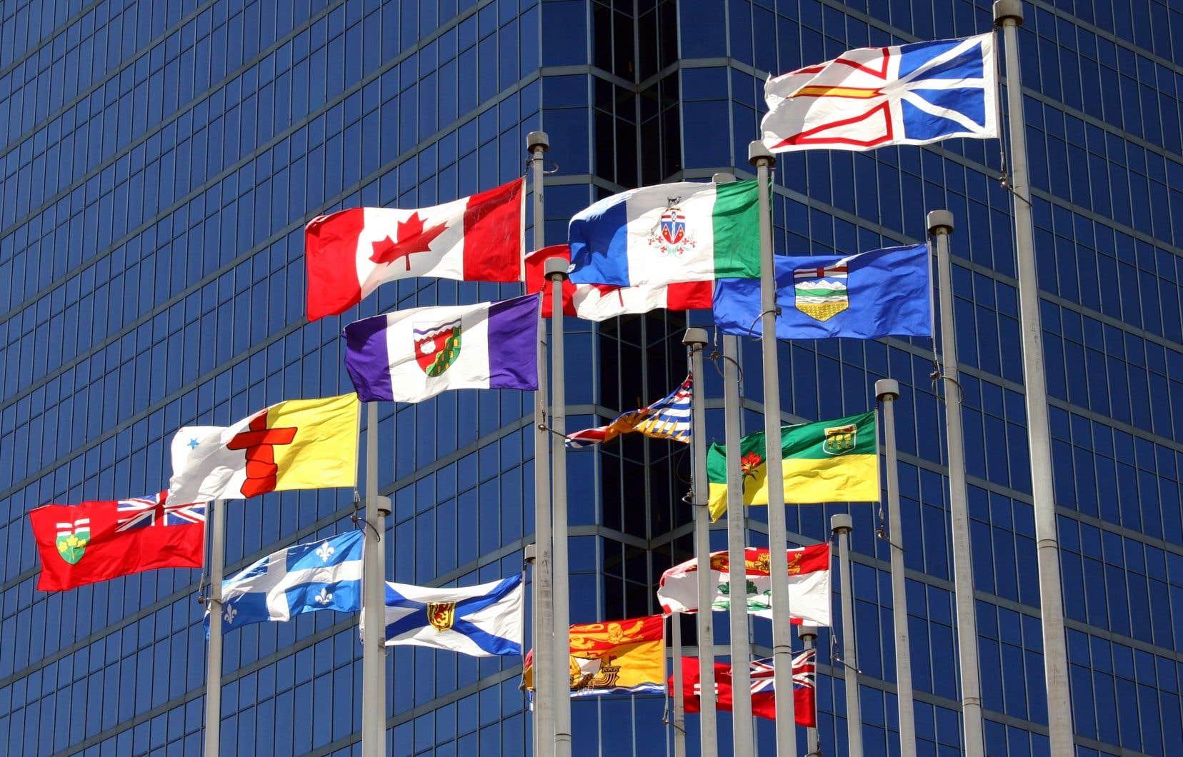 La place du français au pays s'érode, constate l'auteur, bien que 80% des Canadiens et des Canadiennes considèrent nos langues officielles comme une valeur fondamentale.
