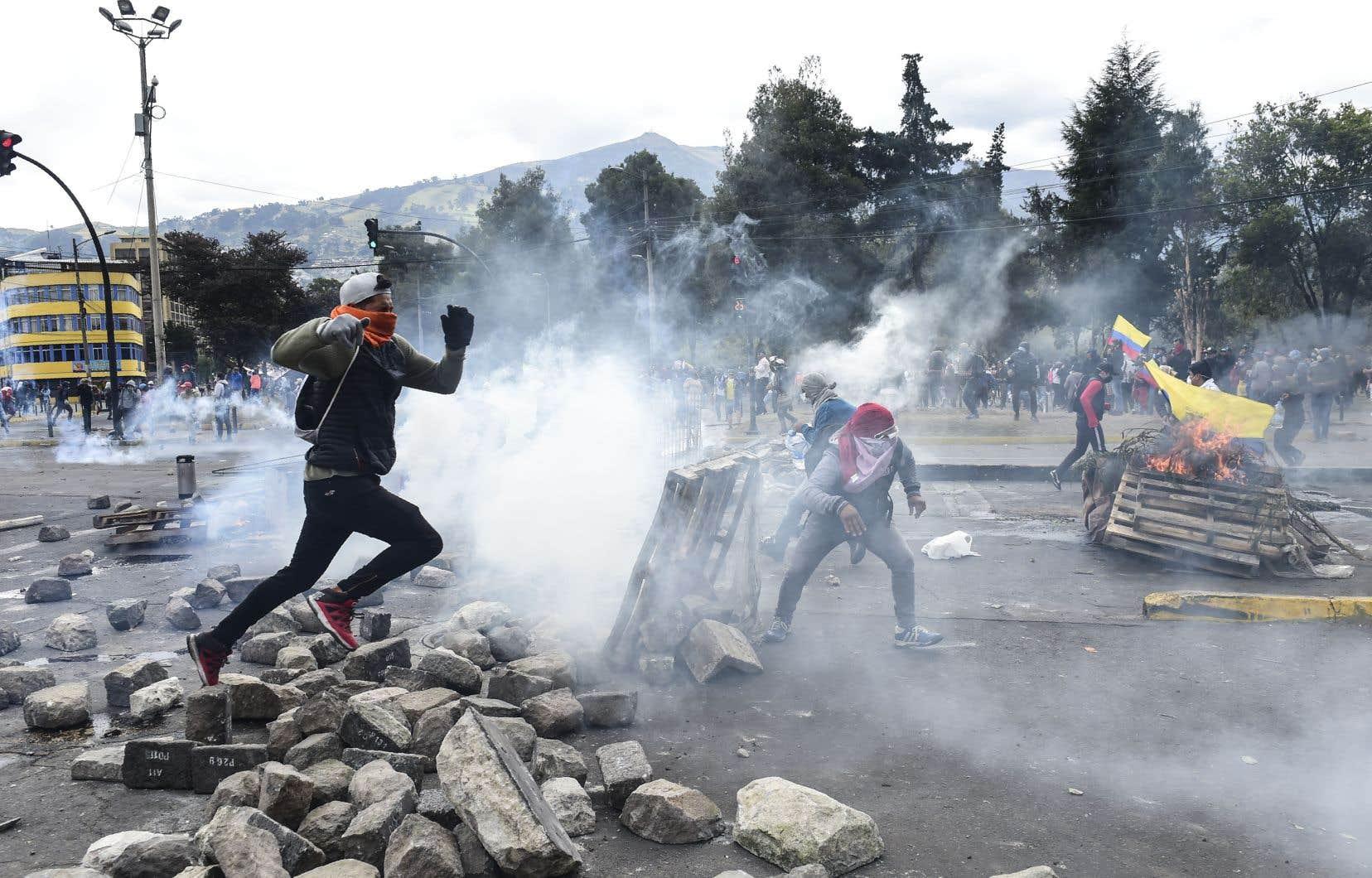 Des manifestants se sont rassemblés à Quito pour protester contre les réformes économiques ordonnées par le gouvernement.