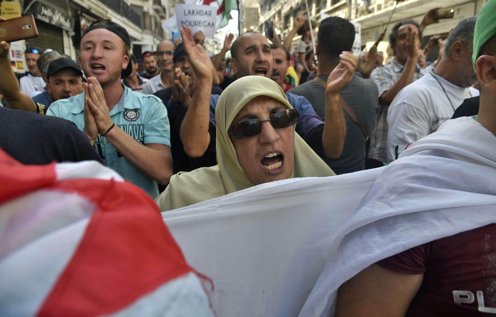 À Alger, des slogans ont visé les policiers, traités notamment «d'oppresseurs des étudiants».