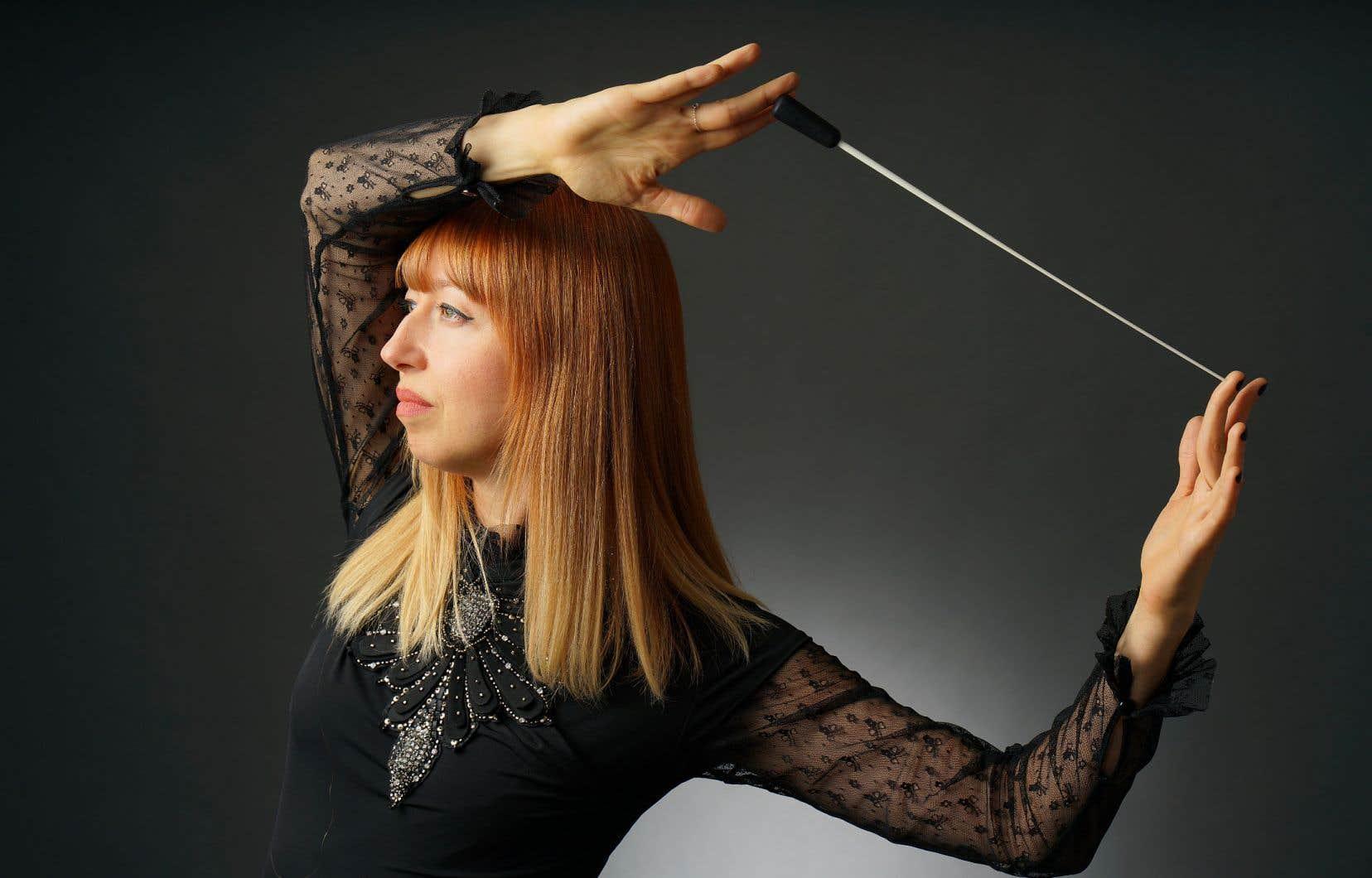 Mélanie Léonard a méthodiquement architecturé la «Suite pour orchestre» de Nielsen en agençant les mouvements dans des rapports de tempos logiques, en tenant les mouvements comme des entités et en gardant un contrôle absolu sur une exécution cadrée.
