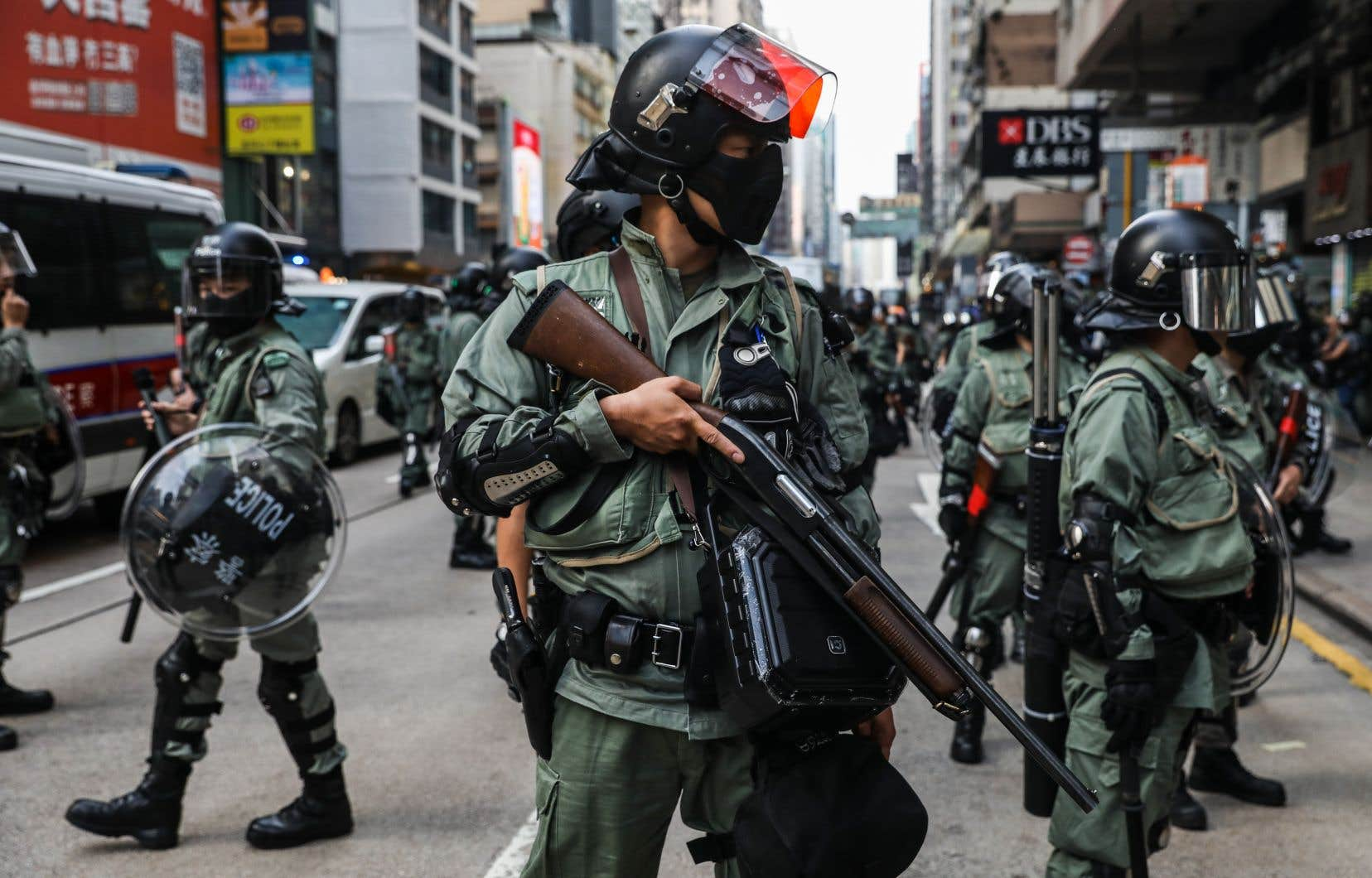 Les forces de l'ordre ont arrêté des dizaines de participants à des actions organisées dans une demi-douzaine de quartiers.