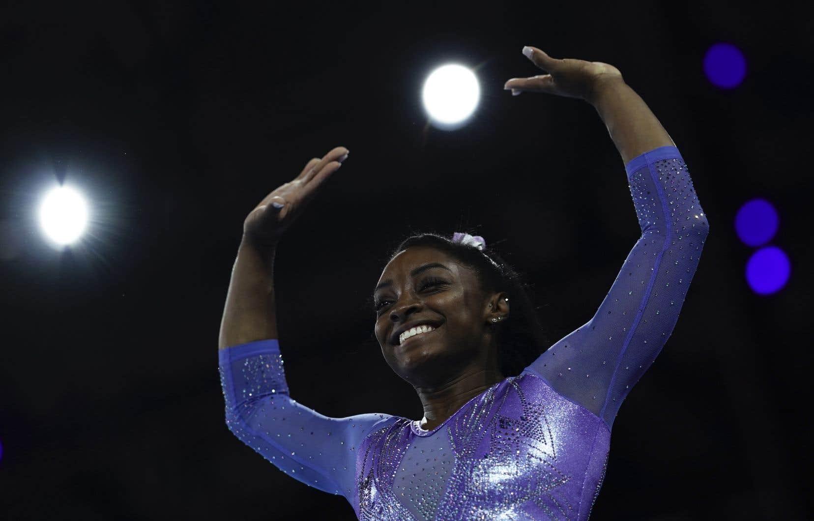 Simone Biles a remporté une 24e médaille, surpassant le total de 23 du gymnaste du Bélarus Vitaly Scherbo.