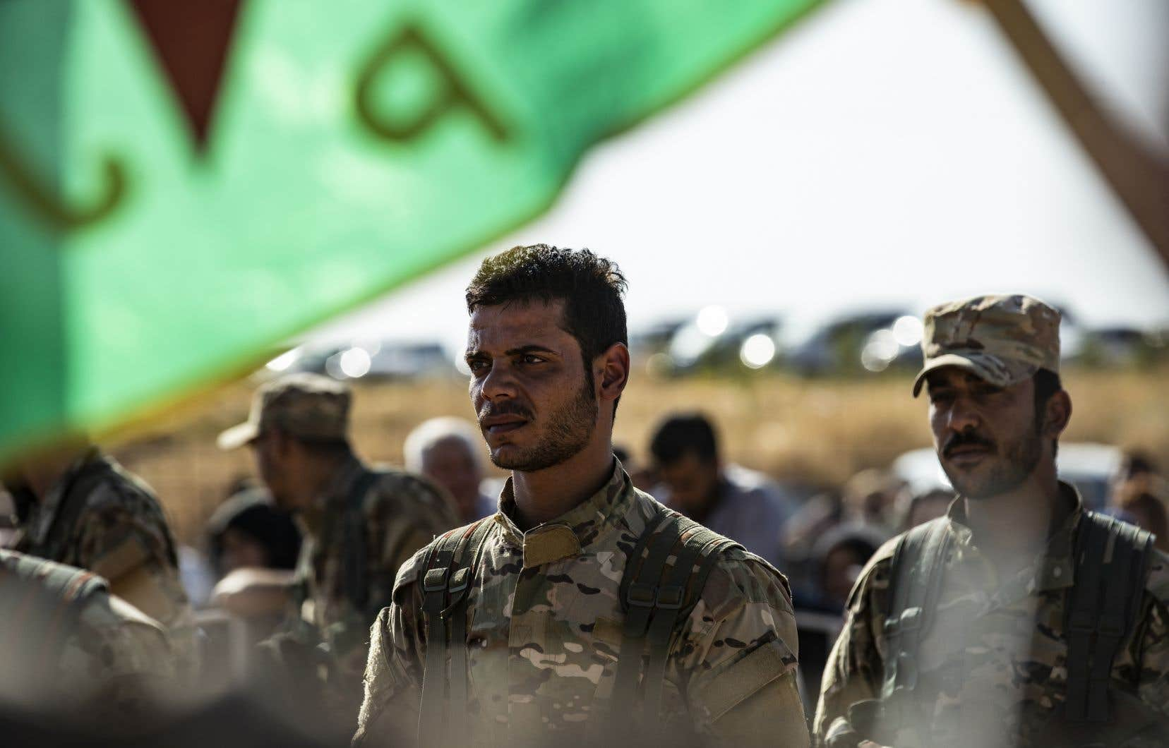 Des Kurdes participent aux funérailles d'un de leurs «leaders» politiques, ainsi que de plusieurs civils et combattants.