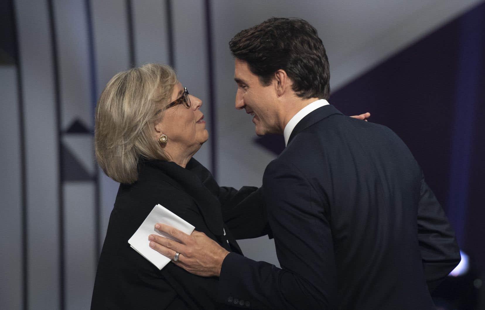 La chef des verts fédéraux, Elizabeth May, et le chef libéral Justin Trudeau