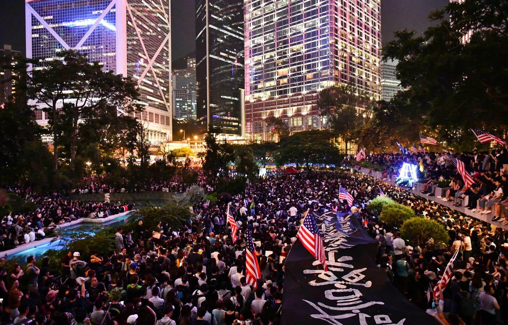 Les manifestants exhortent les élus américains à voter un texte qui permettrait de sanctionner les dirigeants chinois.