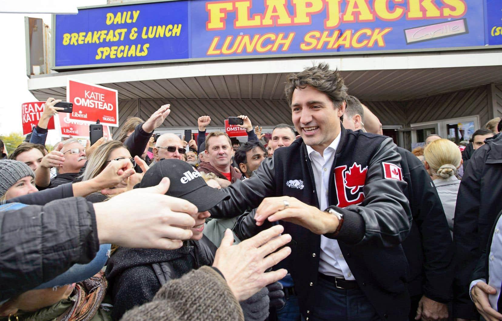 Justin Trudeau a rencontré ses partisans dans le sud-ouest de l'Ontario, lundi.