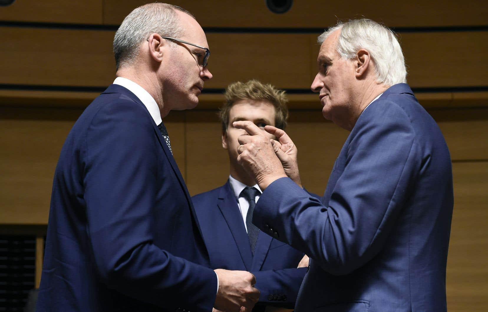 Le ministre irlandais des Affaires étrangères, Simon Coveney, a discuté mardi avec le négociateur en chef européen, Michel Barnier, lors d'une réunion au Luxembourg.