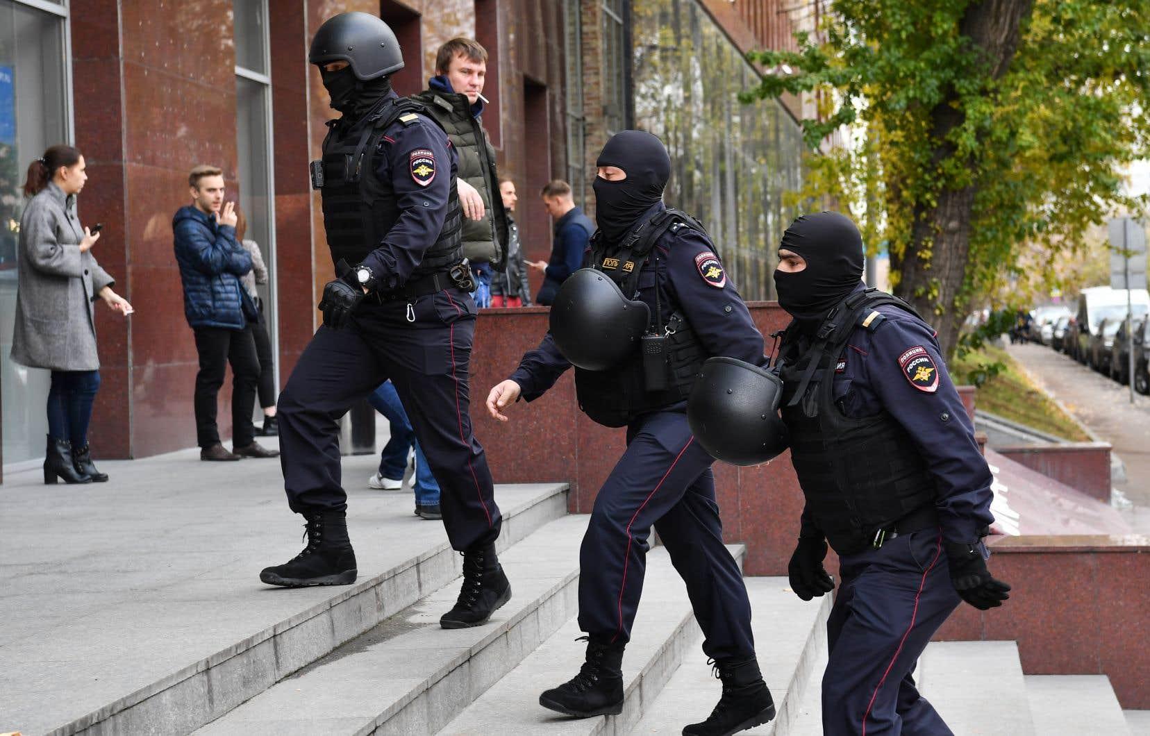 Un photographe de l'AFP a vu les policiers russes pénétrer dans les locaux moscovites de l'ONG d'Alexeï Navalny aux alentours de 10h, heure locale.