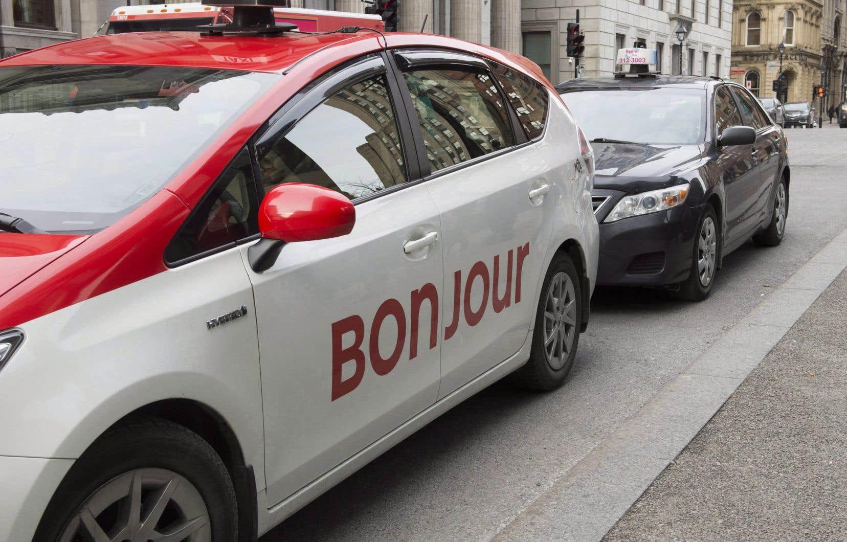 Les avocats représentant les quelque 22 000 chauffeurs et propriétaires de taxi ont annoncé la relance de trois actions collectives contre Québec et Uber.