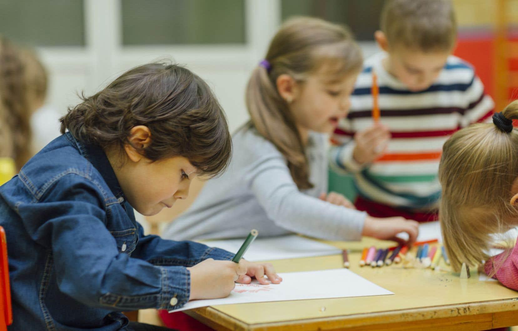 «Les enfants francophones s'agglutinent dans des écoles de qualité moindre que leurs petits camarades anglophones», soutient l'auteur.