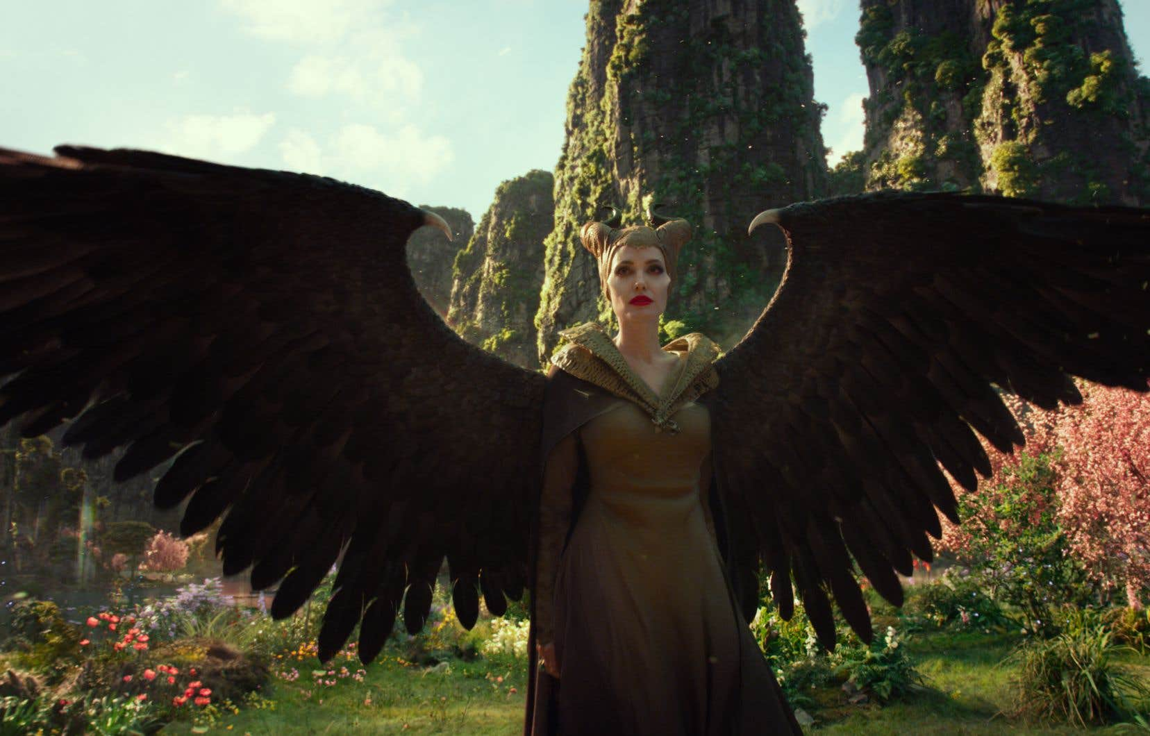«Maleficent: Mistress of Evil» revisite une fois de plus les angles morts et les zones d'ombres du conte de «La belle au bois dormant», y injectant même une dimension politico-écologique pour qui voudra bien la voir.