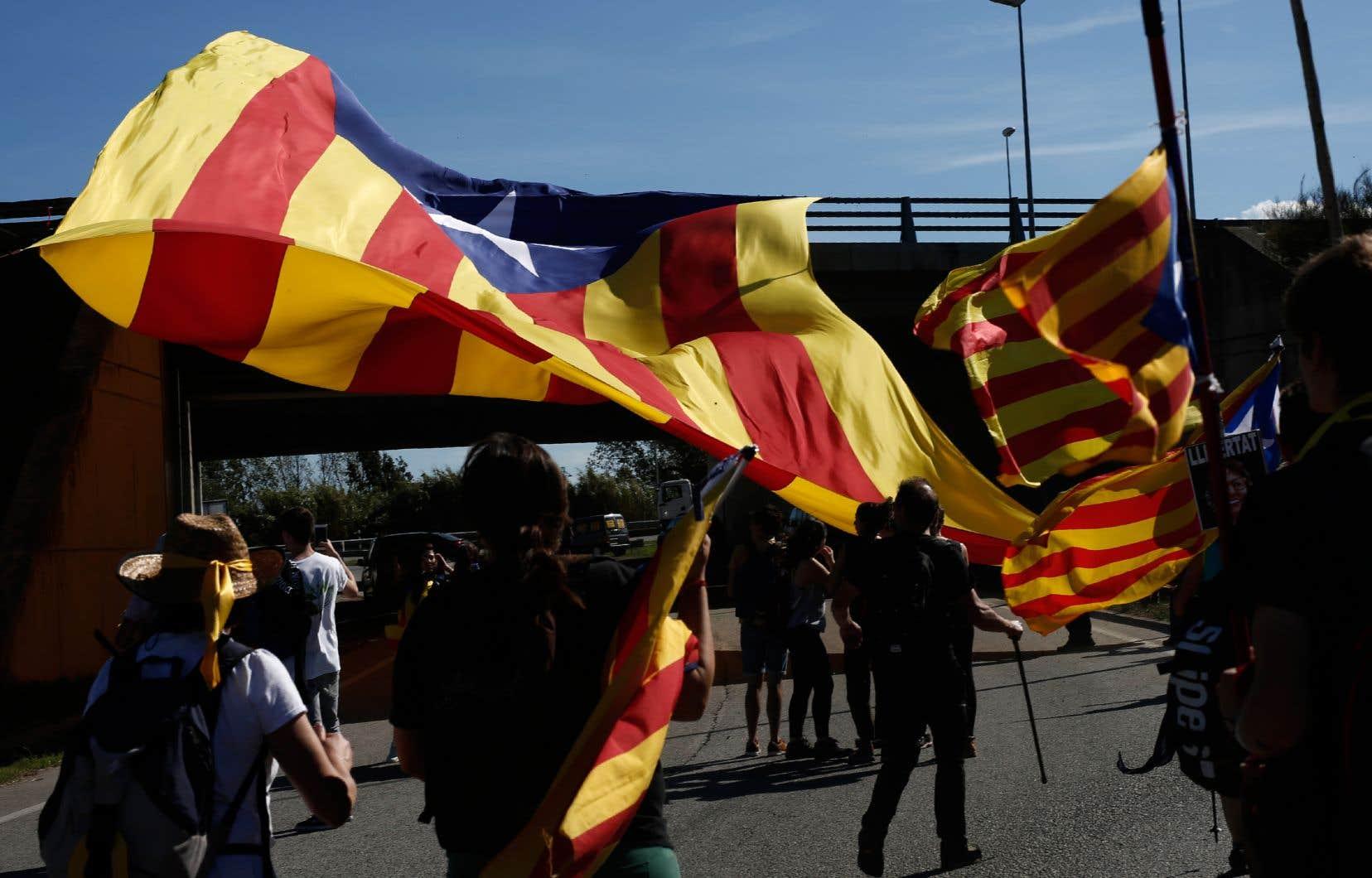 Au troisième jour des manifestations contre les lourdes peines de prison infligées à neuf séparatistes, la mobilisation se poursuivait mercredi.