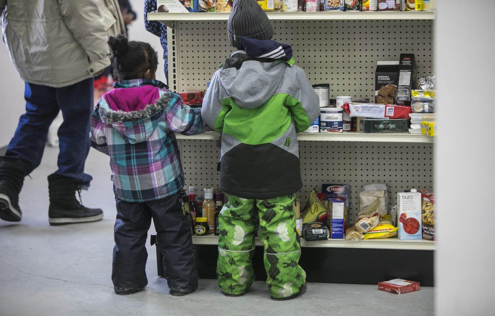 «Au Québec 20% des ménages n'ont en moyenne que 75$ par semaine à consacrer à l'épicerie», souligne l'auteure.