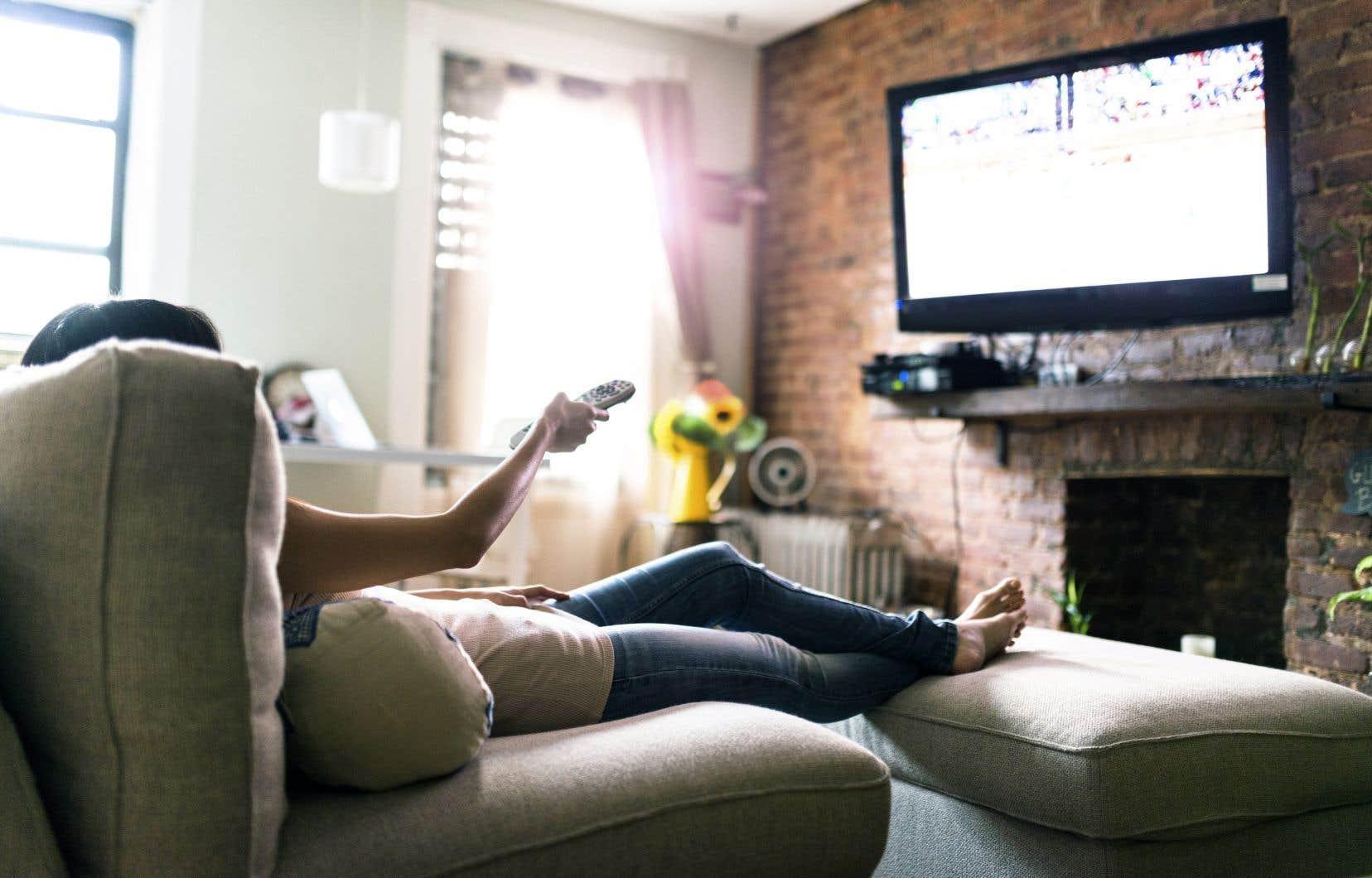 Des plateformes telles que Tubi, Roku, Pluto ou Rakuten vont dans le sens contraire des plateformes avec abonnement payant comme Netflix, HBO Max.