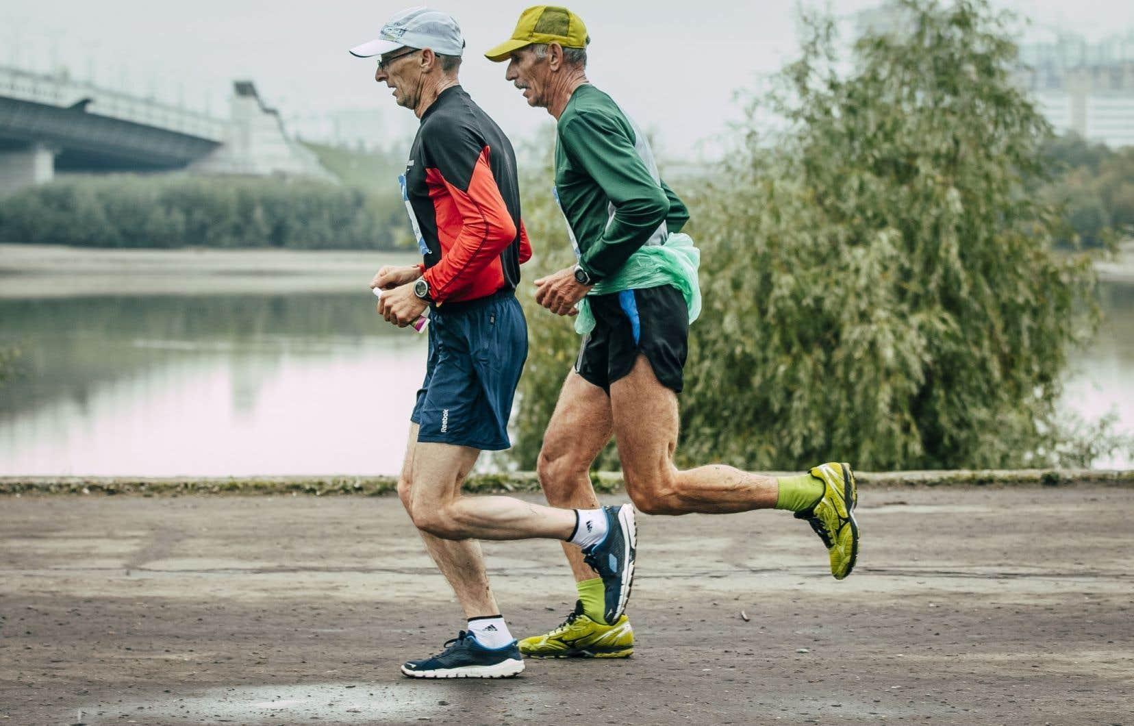 L'activité physique joue un rôle préventif important pour tous les adultes face au cancer.